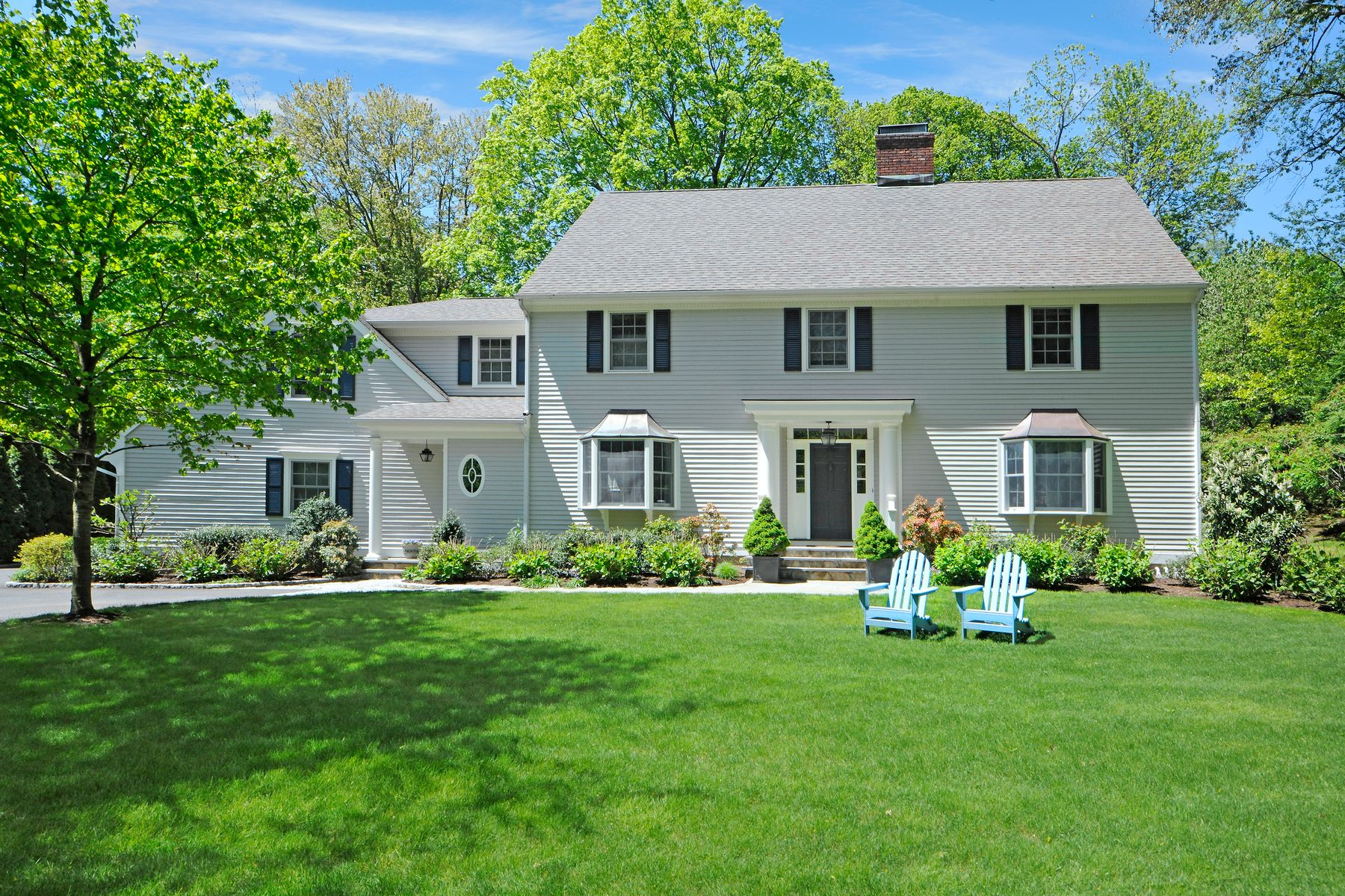 Single Family Homes للـ Sale في Prime Riverside Location with Pool 4 Weston Hill Road, Riverside, Connecticut 06878 United States