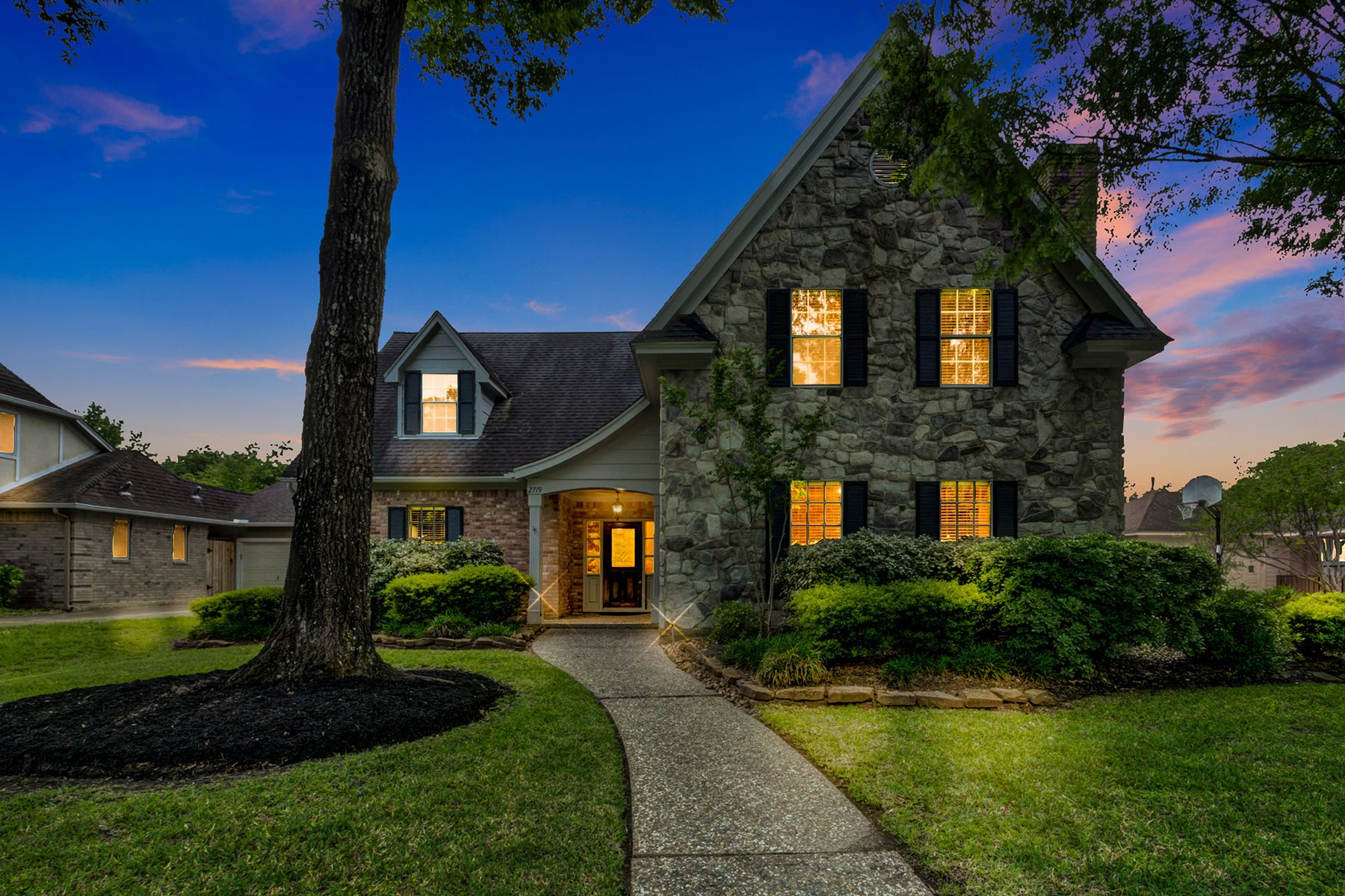 Single Family Homes for Active at 2719 Cedarville Drive Kingwood, Texas 77345 United States