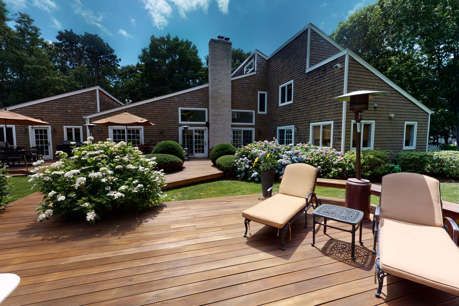 Single Family Homes 為 出售 在 Village of Quogue-5 Bedroom Haven 8 Indian Pipe Drive, Quogue, 纽约 11959 美國