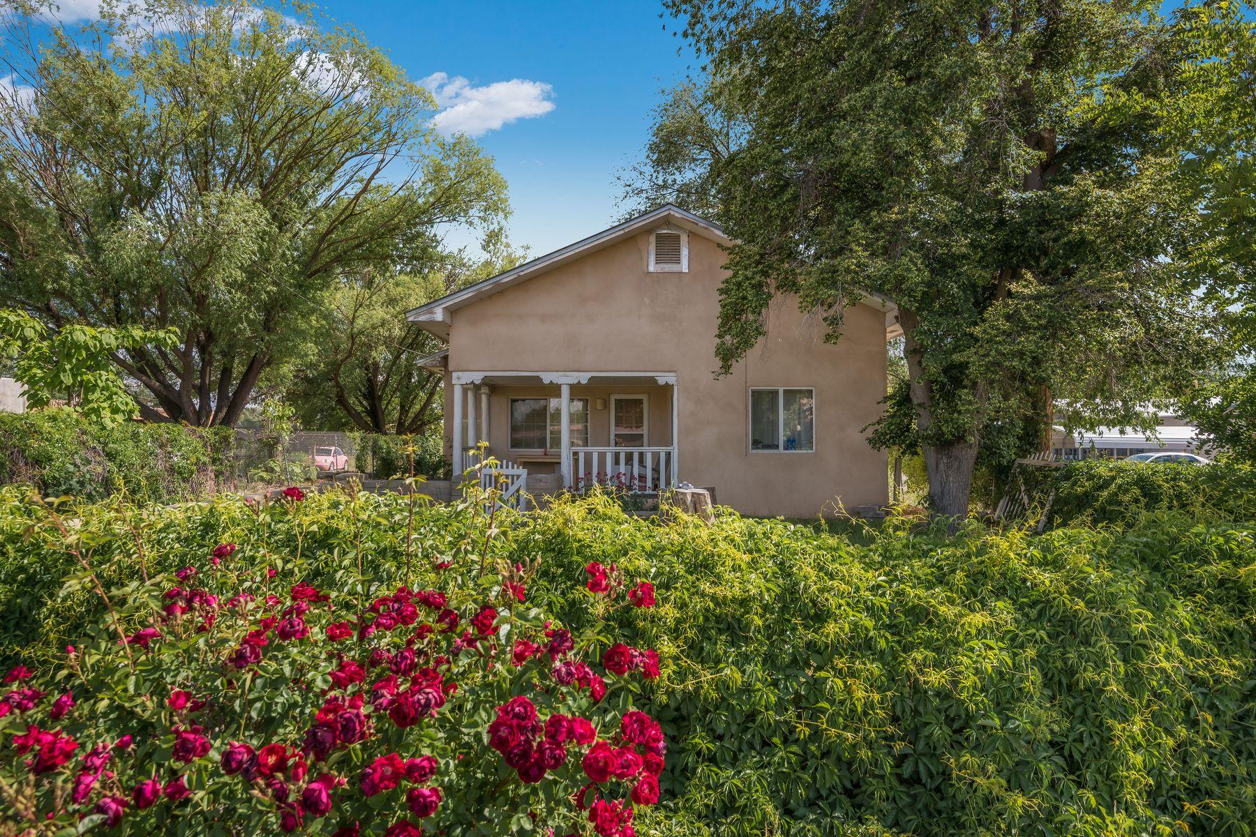 Single Family Homes pour l Vente à 438 W. Pueblo 434 W. Pueblos St, Espanola, Nouveau-Mexique 87532 États-Unis