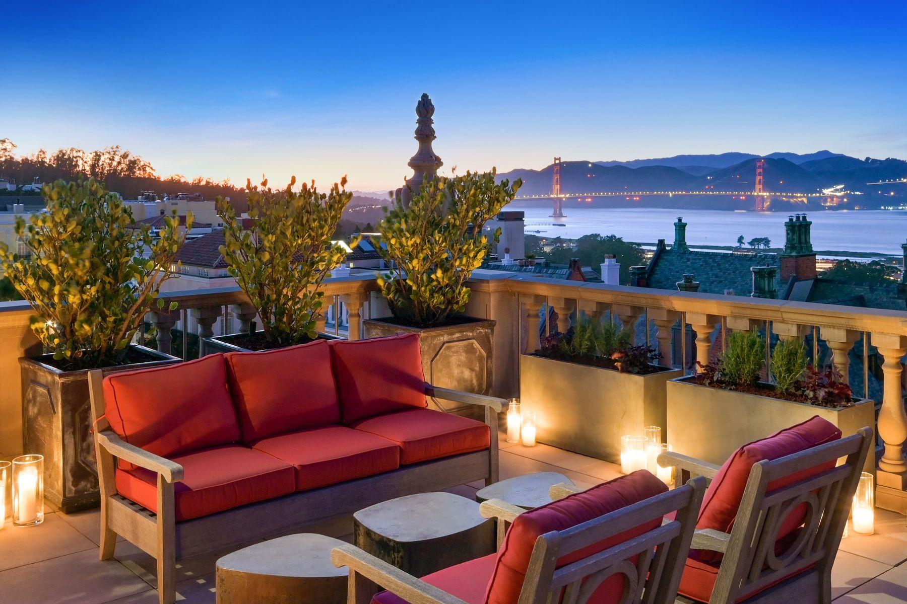 Single Family Homes por un Venta en Bay View Mansion On Legendary Gold Coast 2799 Broadway San Francisco, California 94115 Estados Unidos