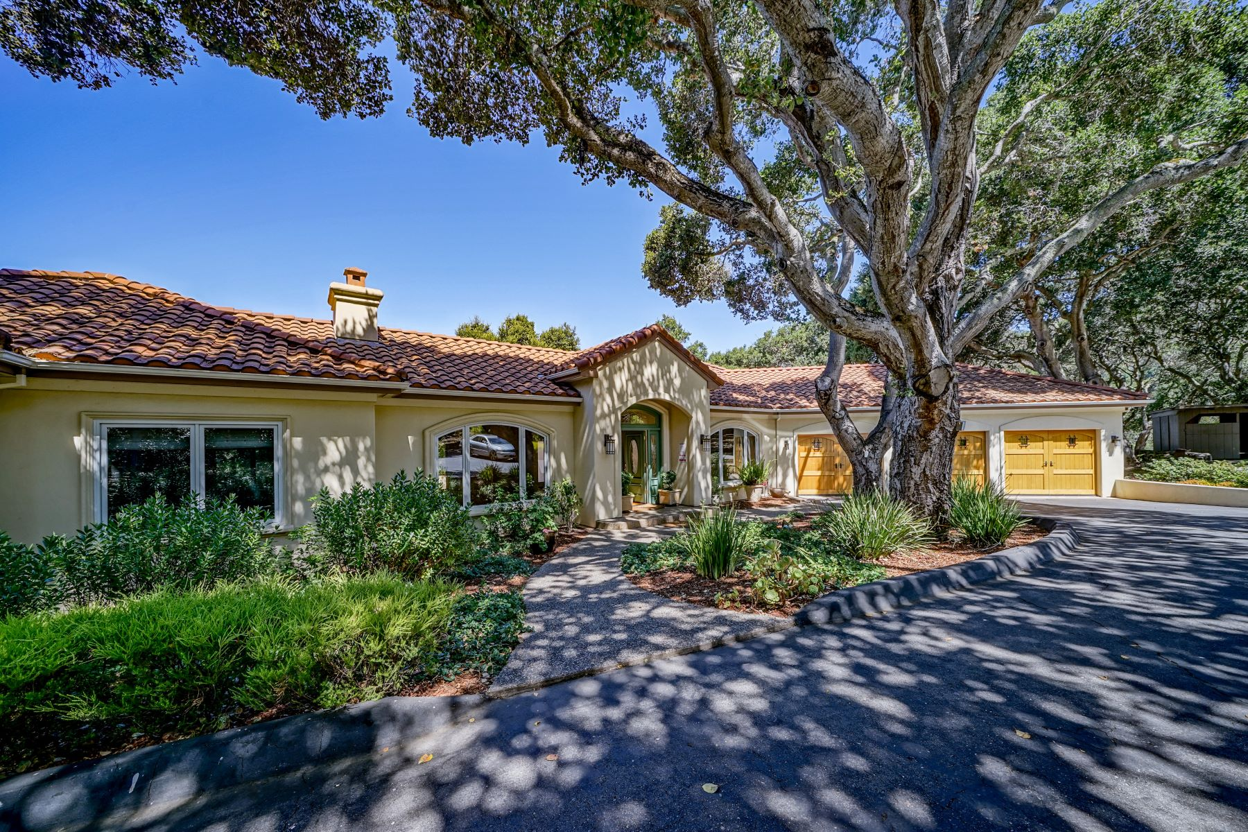 Single Family Homes 为 销售 在 CARMEL VALLEY TREASURE! 76 Rancho Road 卡梅尔谷, 加利福尼亚州 93924 美国