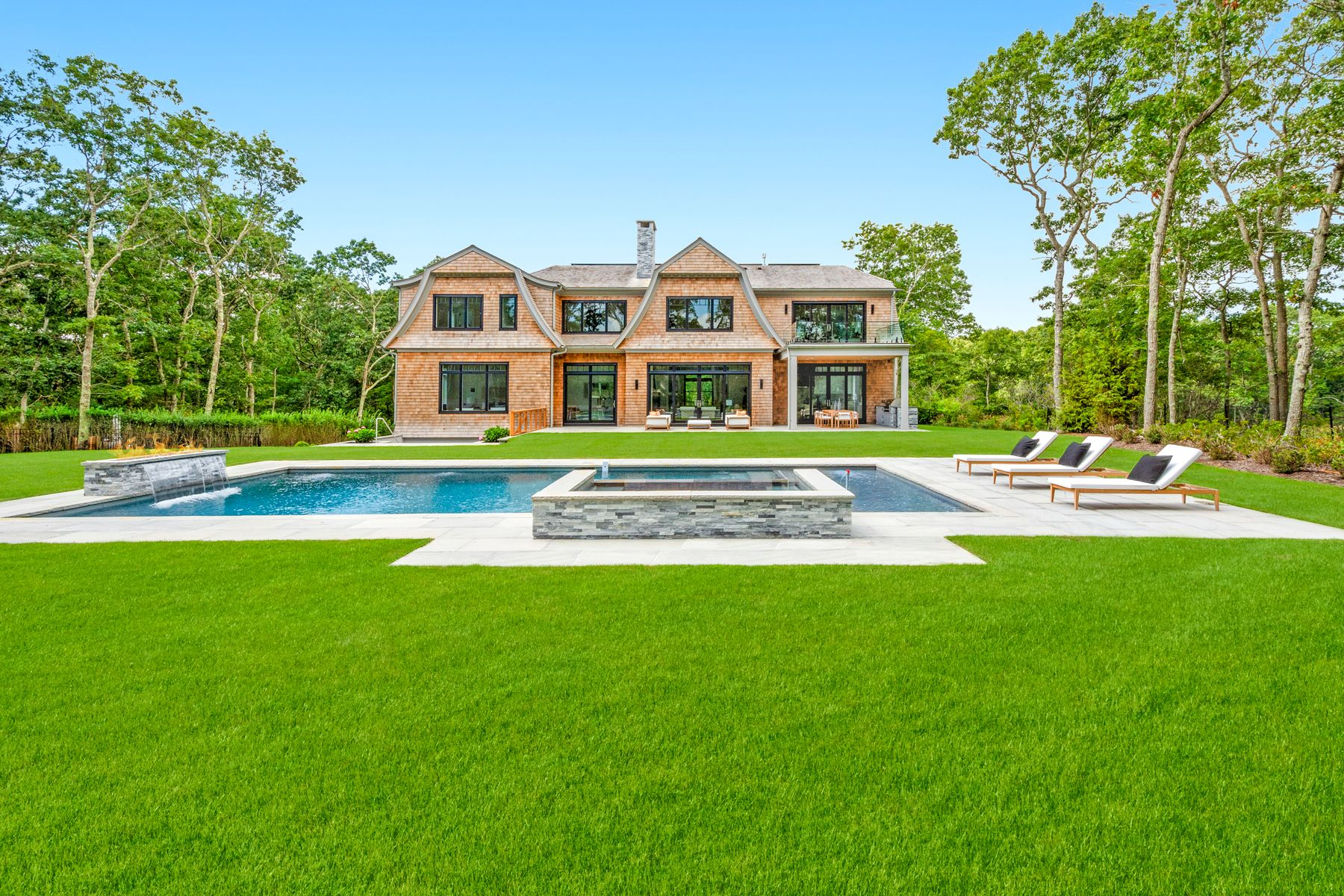 Single Family Homes für Verkauf beim 5 Acre Estate Overlooking Golf Course 18 Fairway Court, Sag Harbor, New York 11963 Vereinigte Staaten