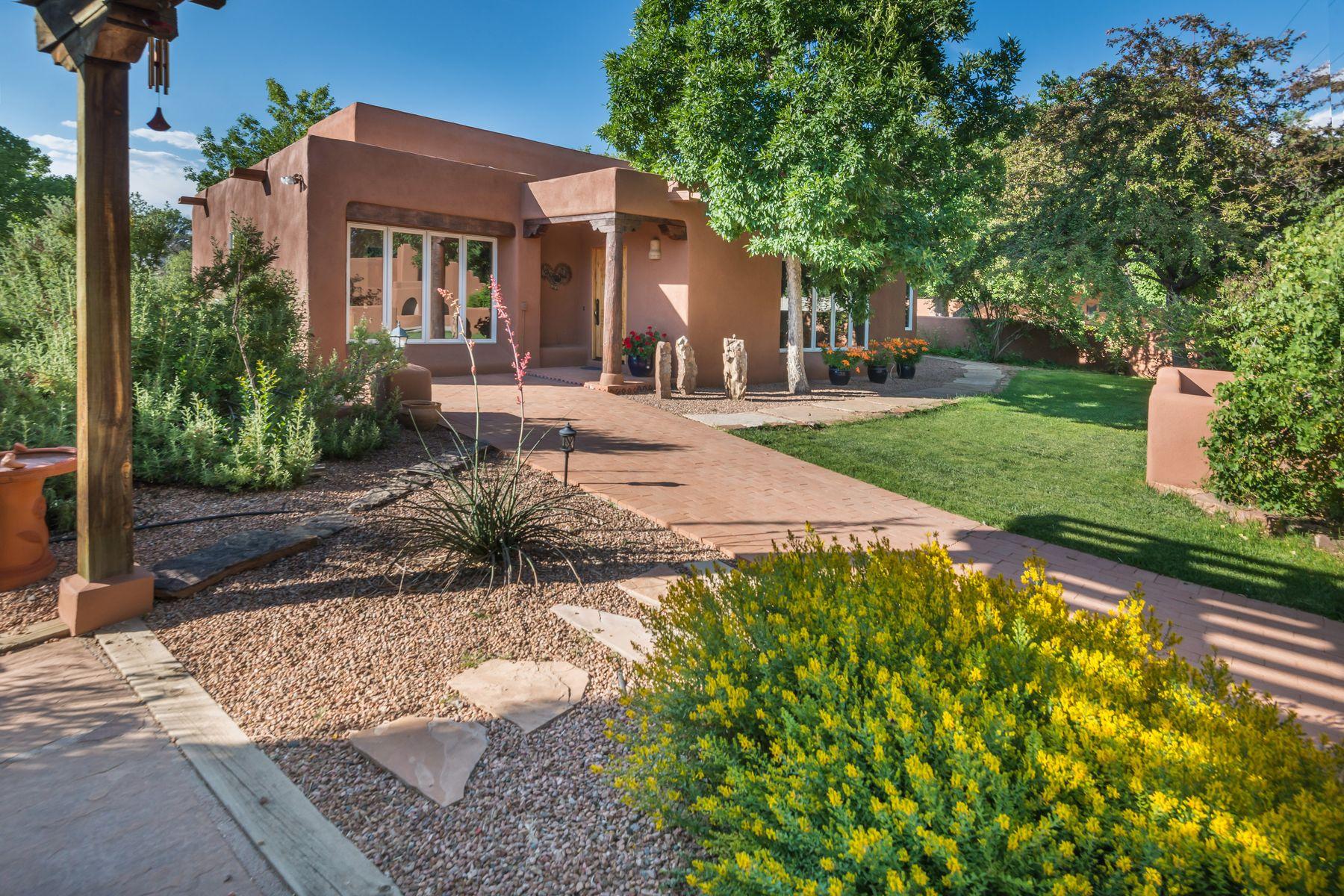Single Family Homes per Vendita alle ore 1 Jerry Hatchet Lane 1 Jerry Hatchet Ln, Nambe, Nuovo Messico 87506 Stati Uniti