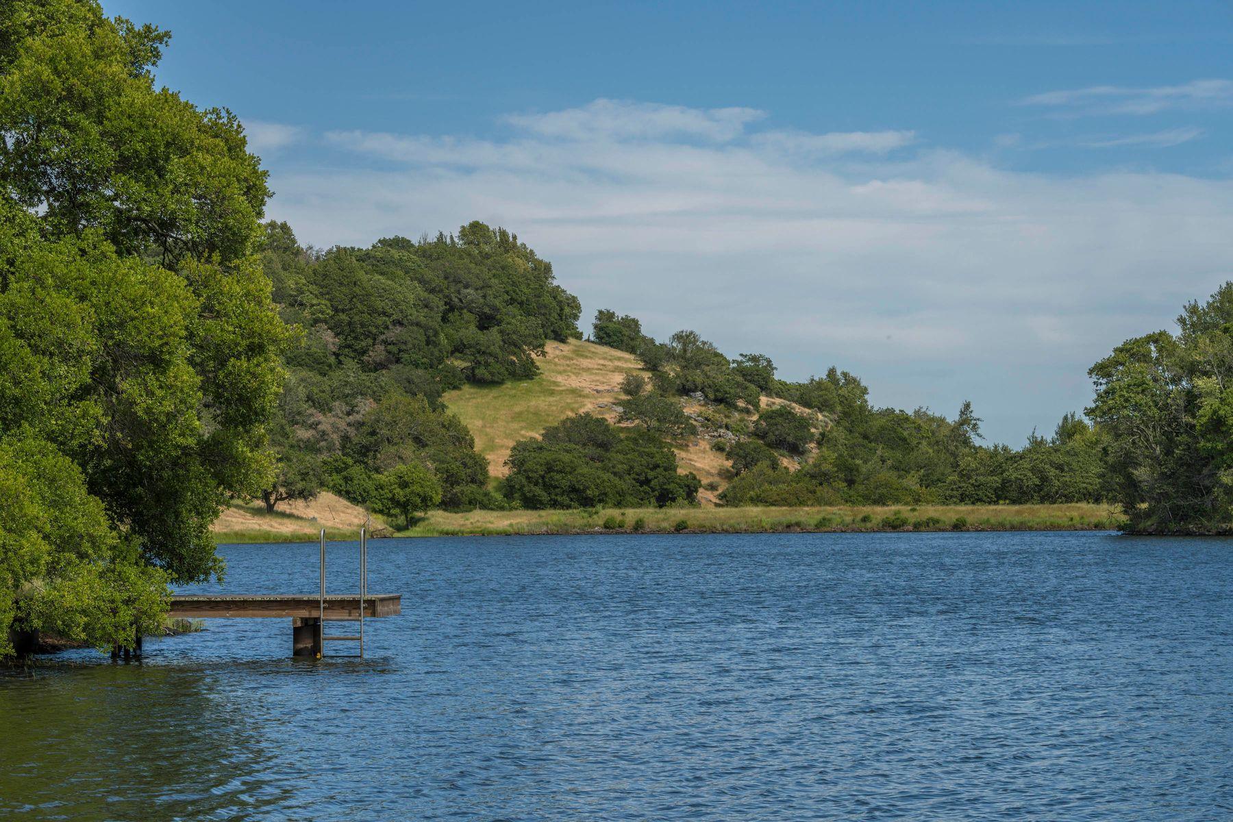 Vineyard Real Estate 为 销售 在 950 ac in Napa Valley Heaven on Earth 1681 Green Valley Rd 纳帕, 加利福尼亚州 94558 美国