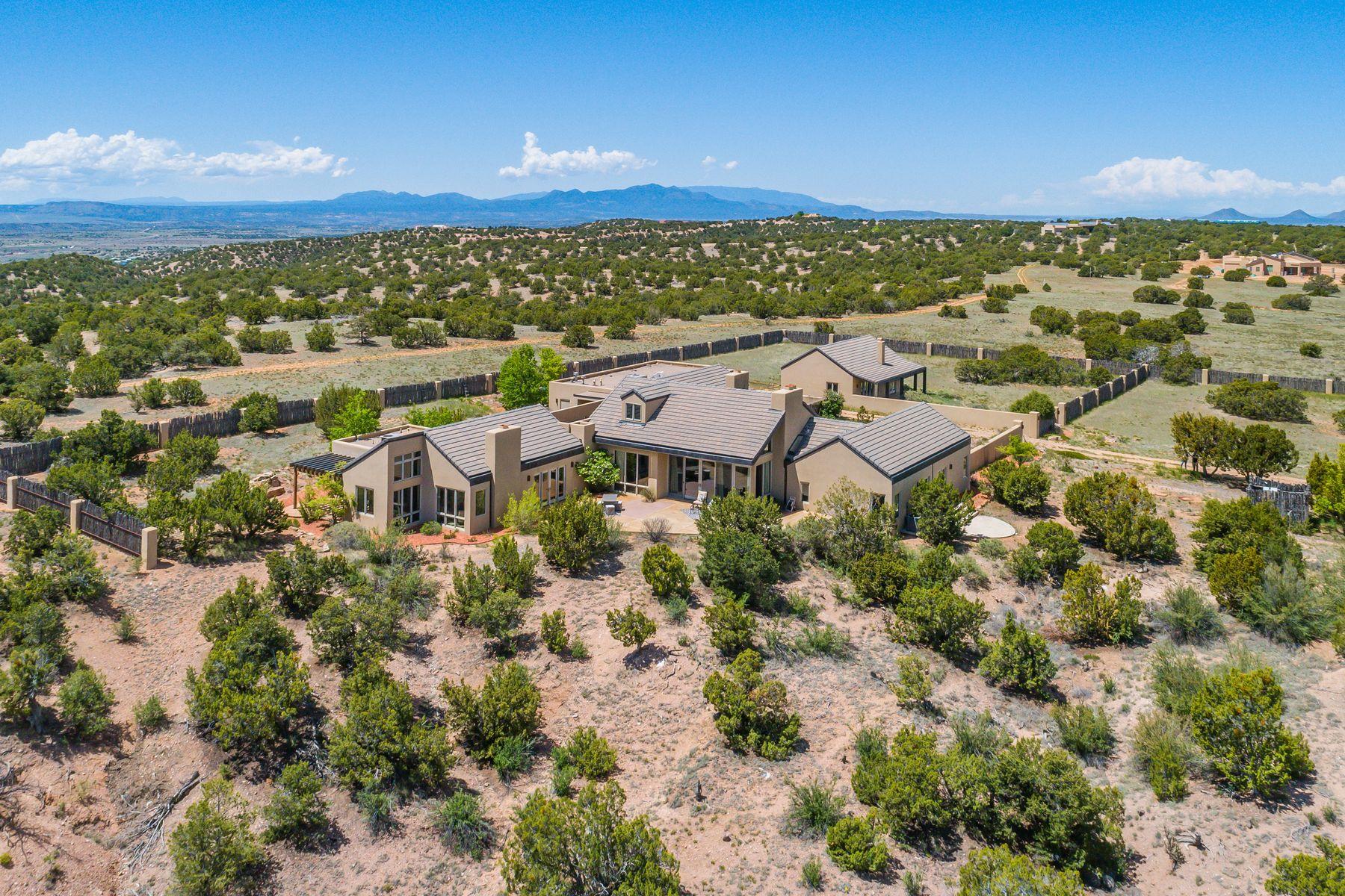 Single Family Homes pour l Vente à 45 & 50 Cattle Drive, Lamy, Nouveau-Mexique 87540 États-Unis