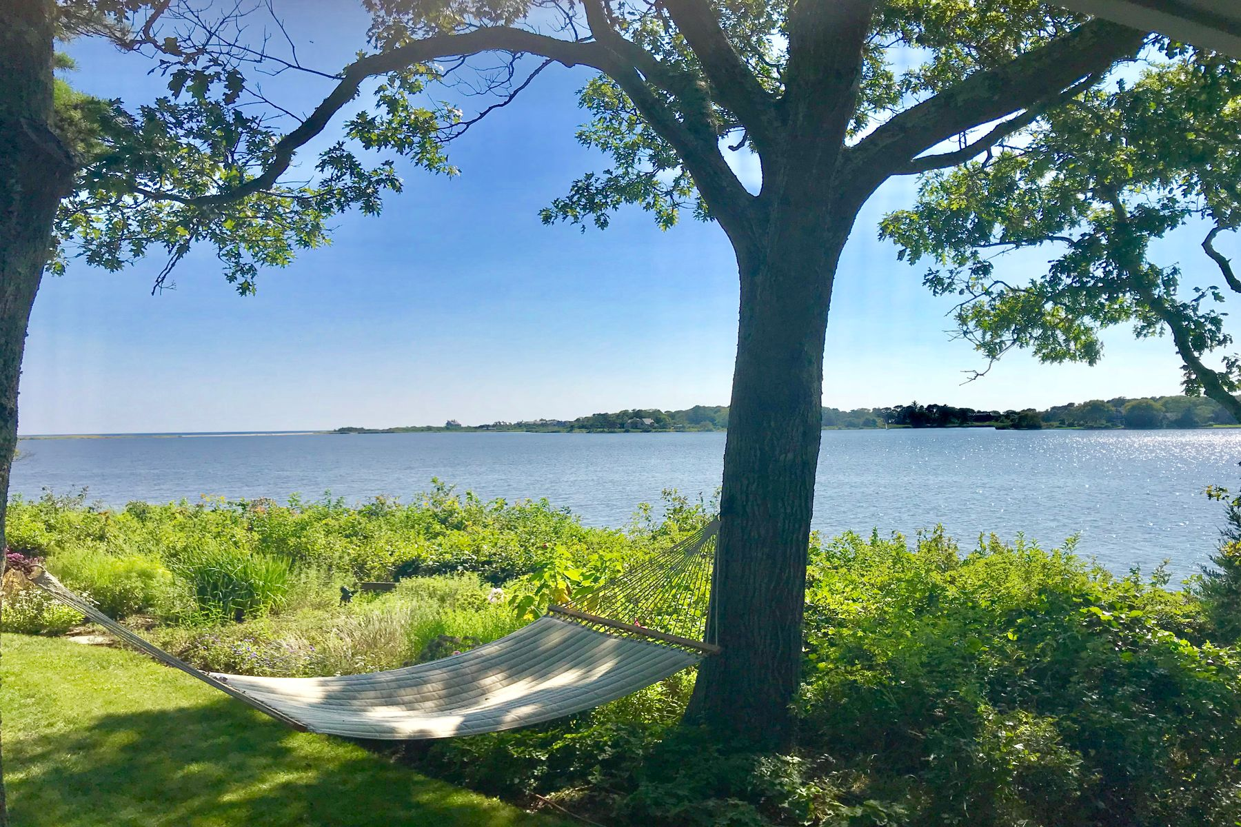 Single Family Homes for Sale at Georgica Pondfront Cottage 106 Briar Patch Road East Hampton, New York 11937 United States