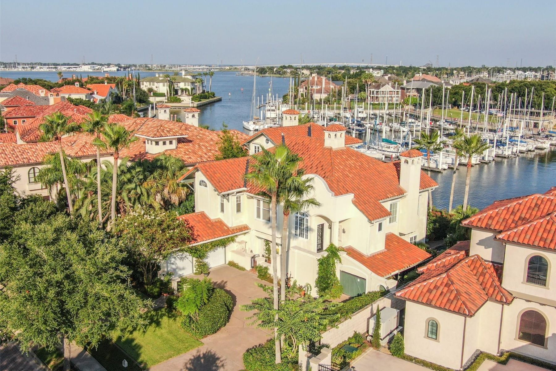 Single Family Homes for Sale at 23 Waterford Oaks Lane Kemah, Texas 77565 United States