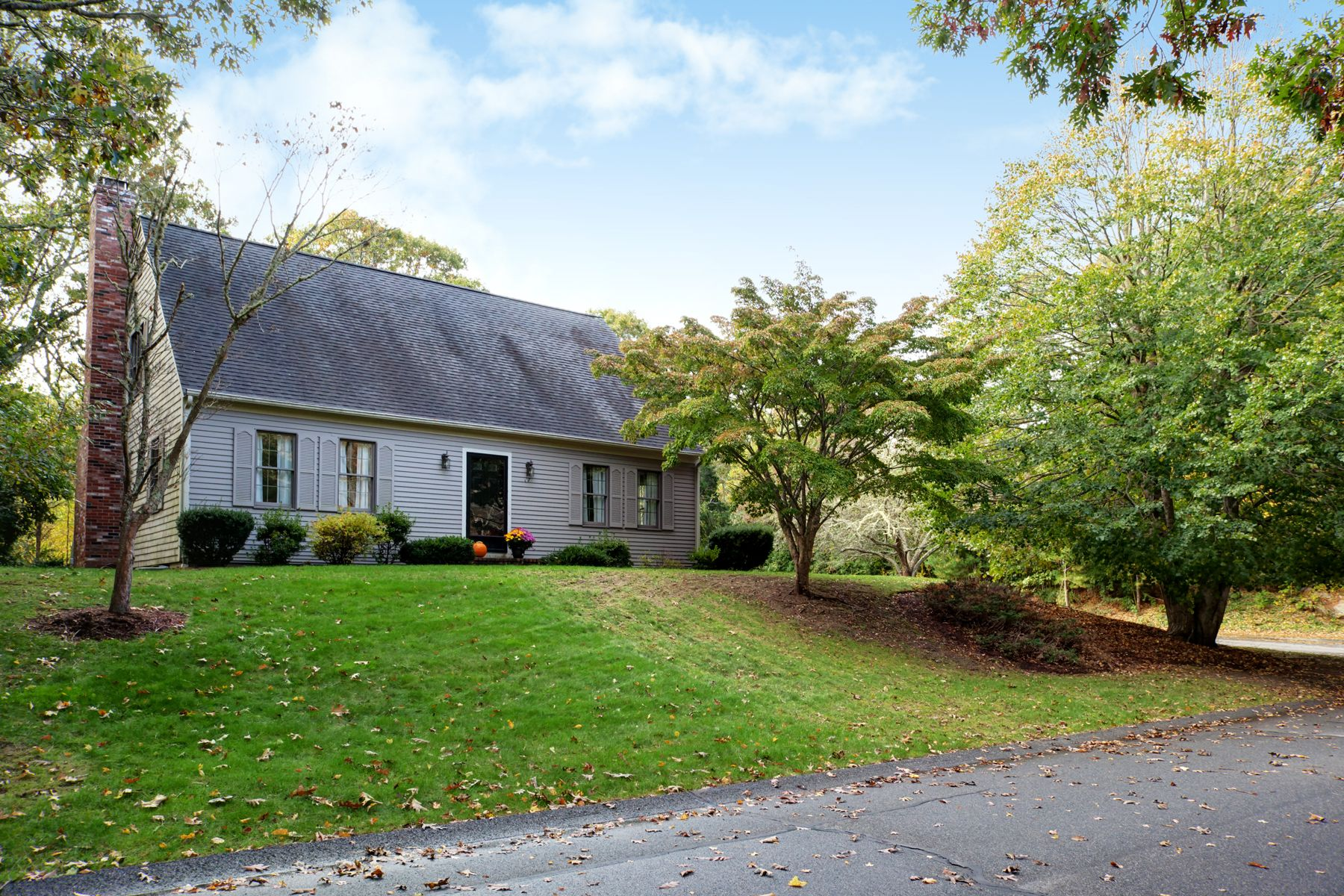 Single Family Homes 为 销售 在 67 Cliffwood Lane 西法尔茅斯, 马萨诸塞州 02574 美国