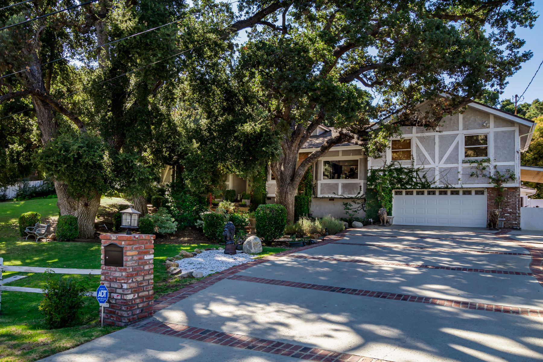 Single Family Homes for Sale at Horse Country Paradise 2323 Stokes Canyon Calabasas, California 91302 United States