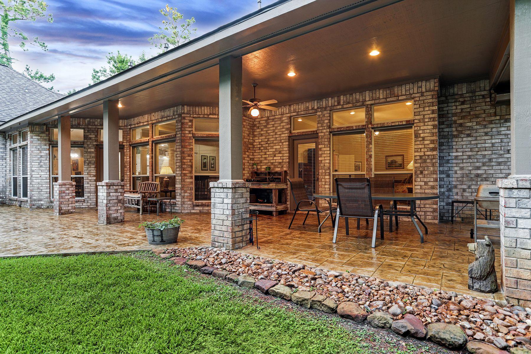 Single Family Homes para Venda às Pinehurst, Texas 77362 Estados Unidos