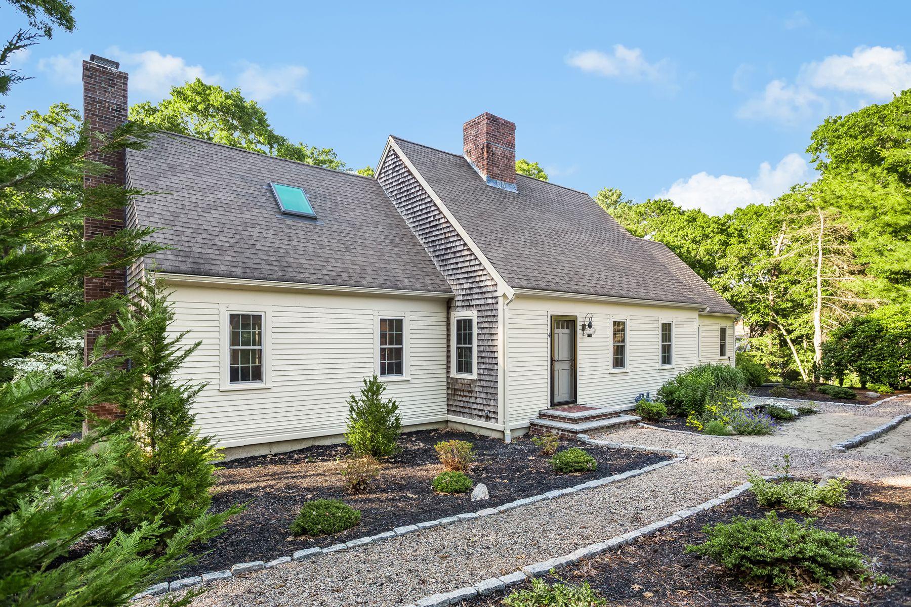 Single Family Homes pour l Vente à 4 Briarpatch Circle East Sandwich, Massachusetts 02537 États-Unis