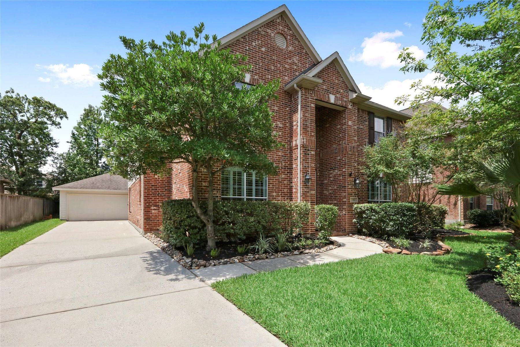Single Family Homes for Sale at 15 Kittatinny Place The Woodlands, Texas 77389 United States