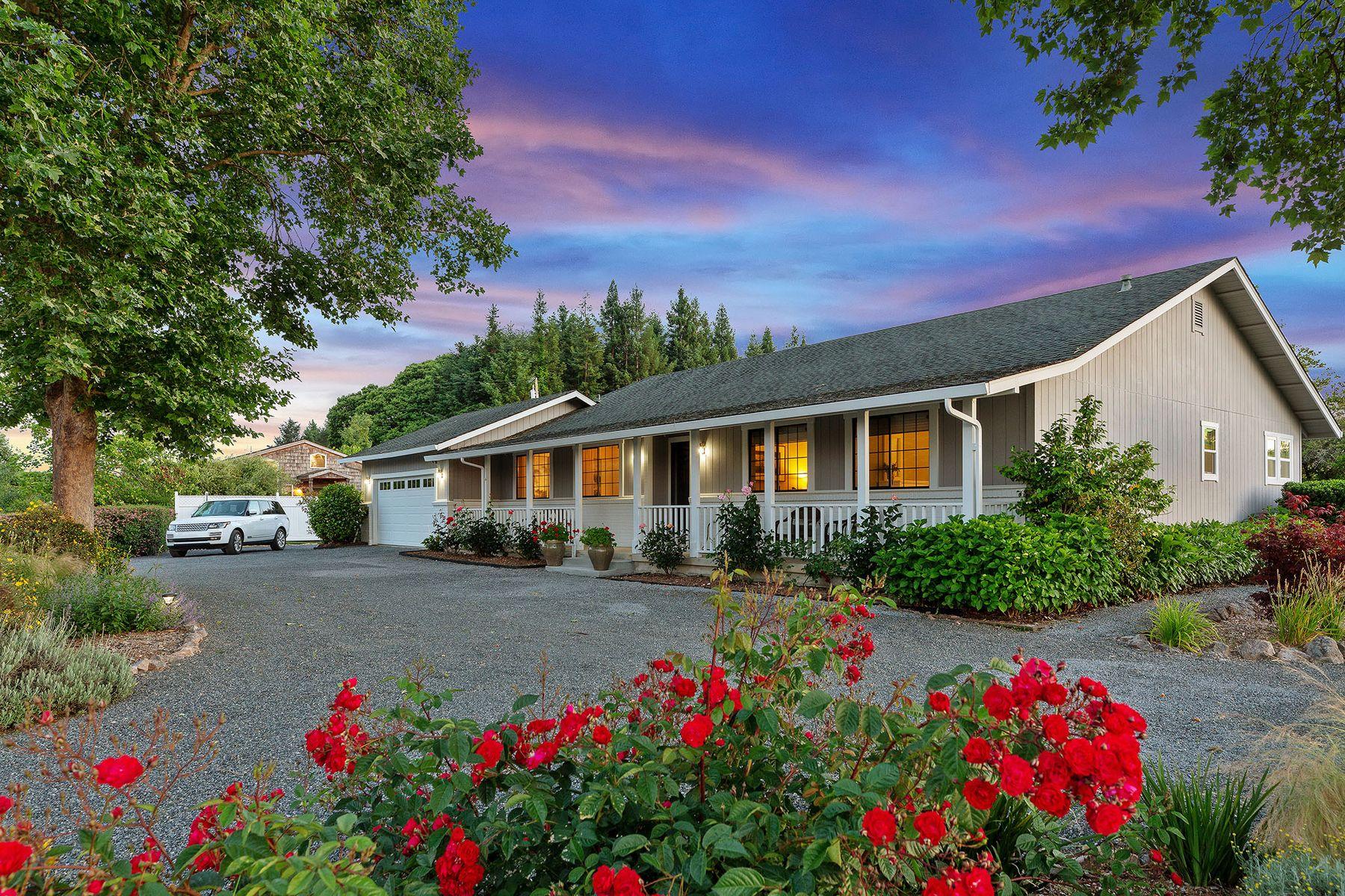 Multi-Family Homes por un Venta en Amazing Wine Country Estate 6056 Ross Branch Rd Sebastopol, California 95472 Estados Unidos