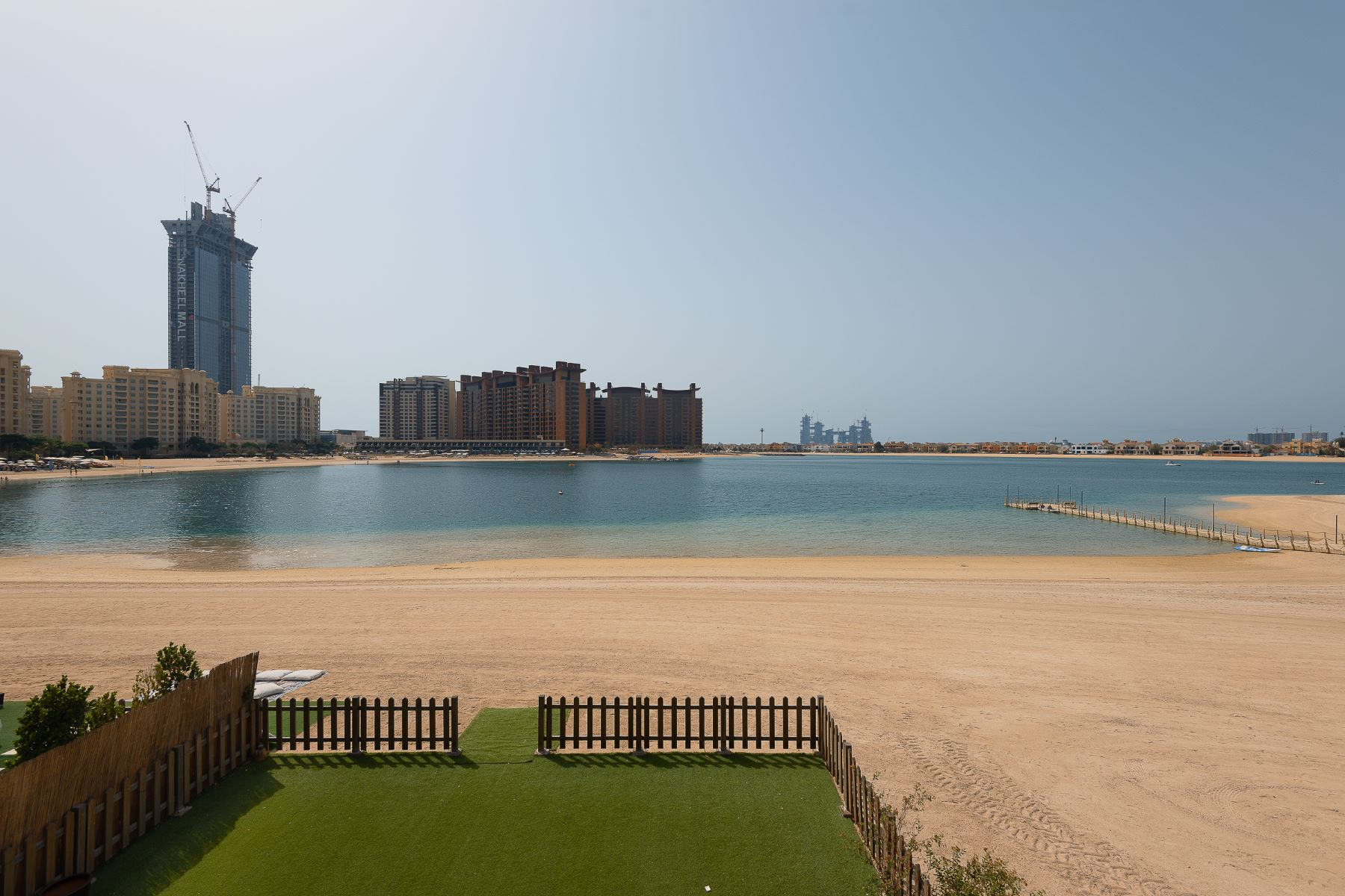 Other Residential Homes 용 임대 에 Large Corner Unit Sea view Private Beach Access. Dubai, 두바이 아랍에미리트