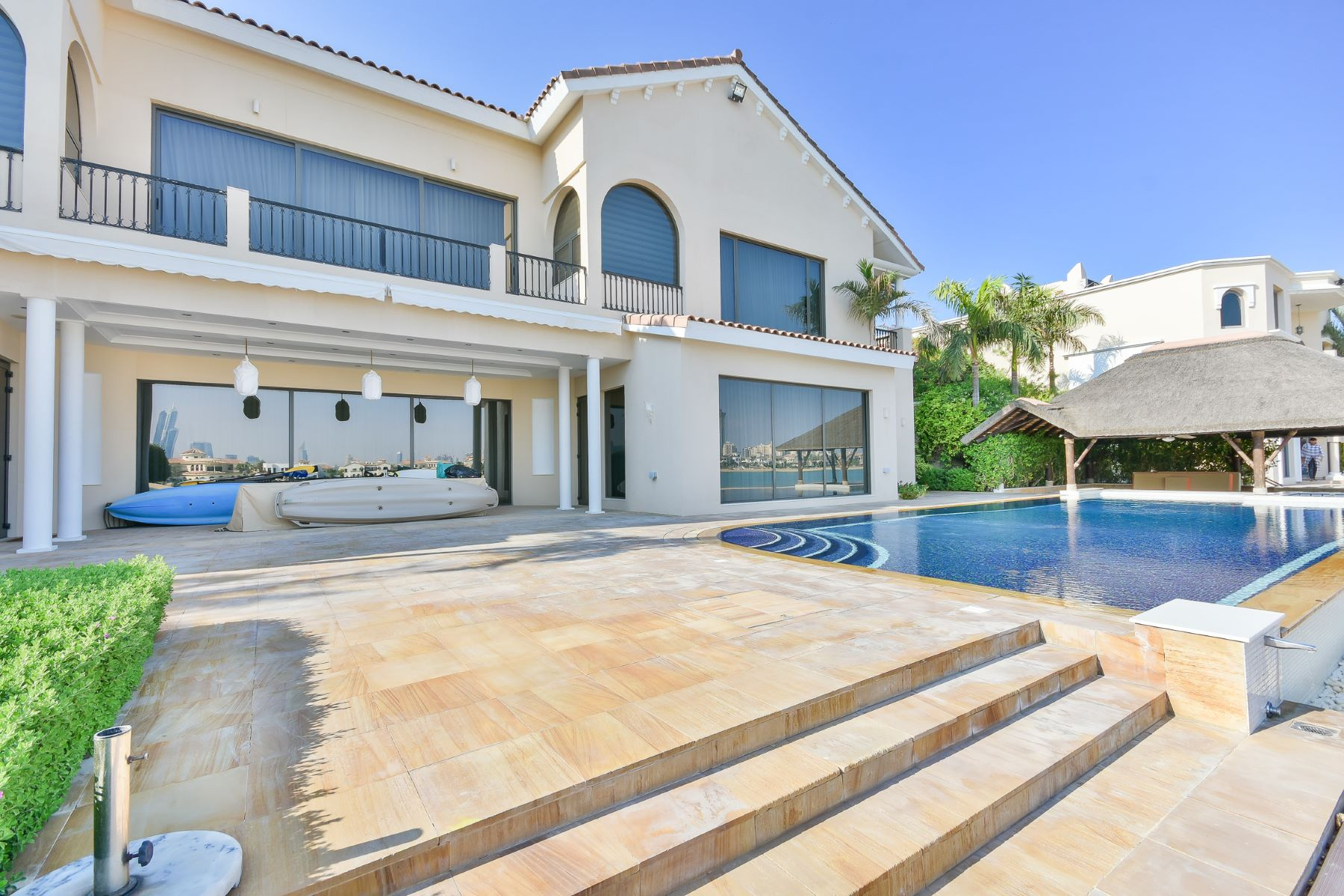 Other Residential Homes voor Verkoop op Stunning Residence of Two Huge Villas Dubai, Dubai Verenigde Arabische Emiraten