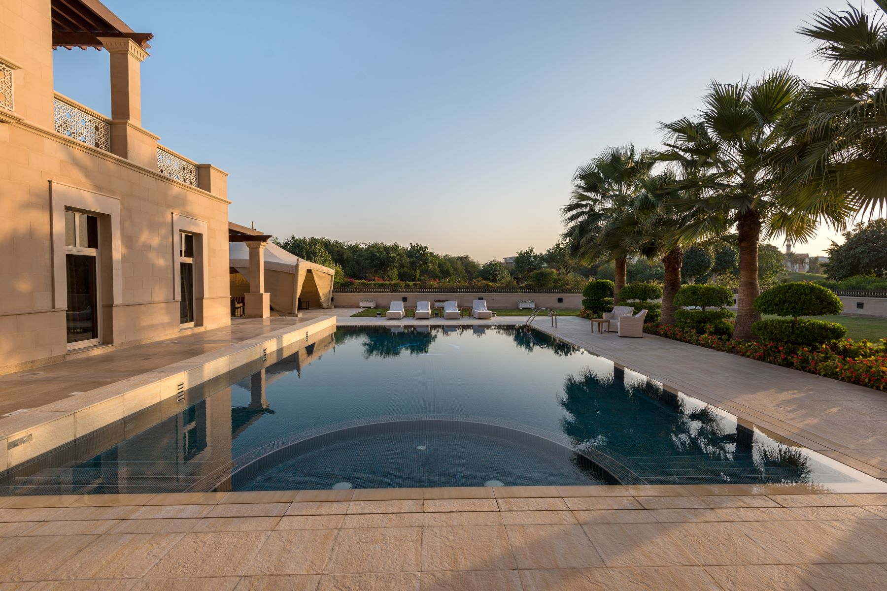 Additional photo for property listing at High Quality Luxury Villa With Lake View. Dubai, Dubai United Arab Emirates