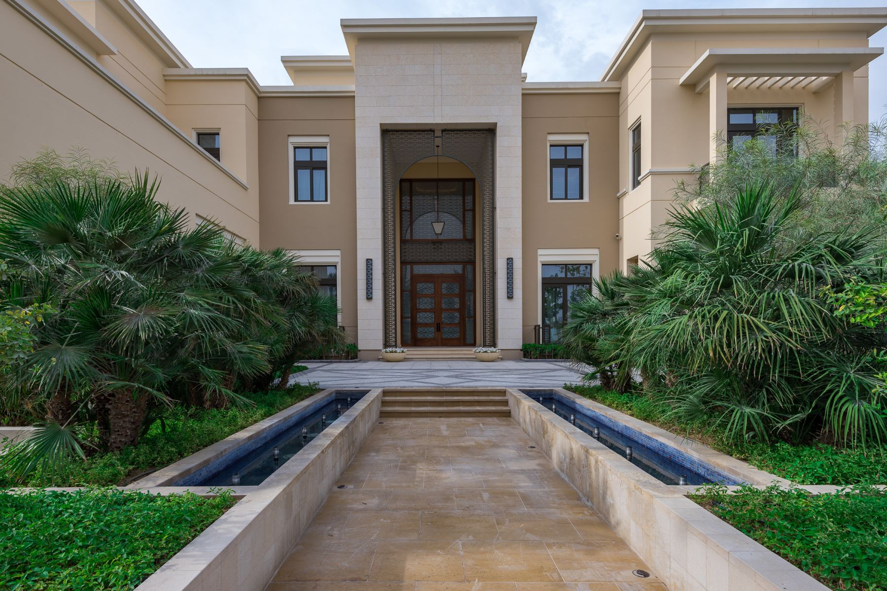 Other Residential Homes pour l Vente à FULLY FURNISHED MOST EXCLUSIVE MANSION Dubai, Dubaï Émirats Arabes Unis
