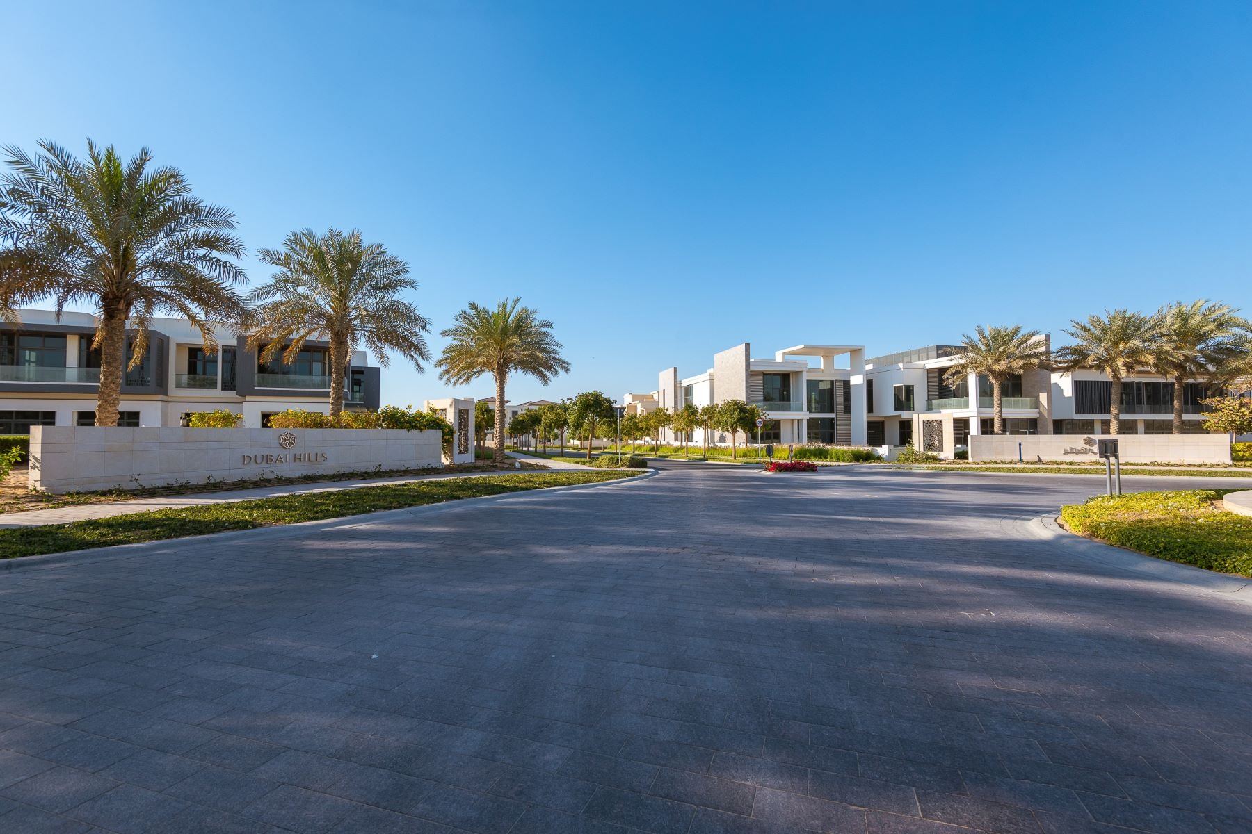 Additional photo for property listing at Luxurious Mansion with Beautiful Golf Course View. Dubai, Dubai United Arab Emirates