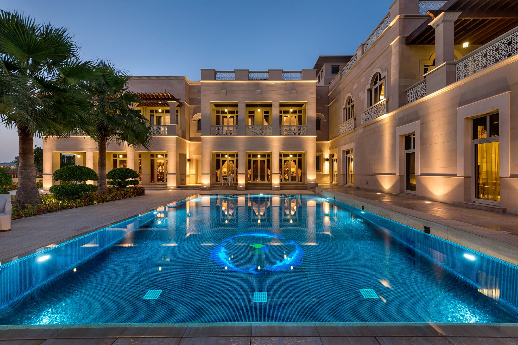 Other Residential Homes para Venda às High Quality Luxury Villa With Lake View. Dubai, Dubai Emirados Árabes Unidos