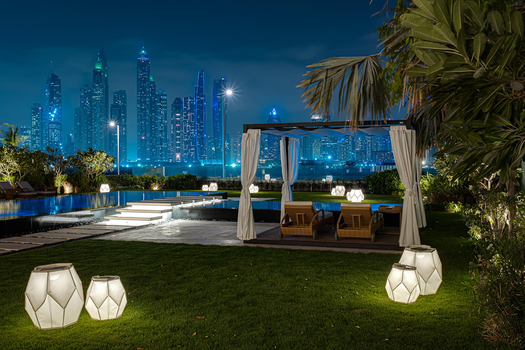 Additional photo for property listing at Beachfront Villa  Furnished  Palm Jumeirah  Sale Dubai, Dubai United Arab Emirates