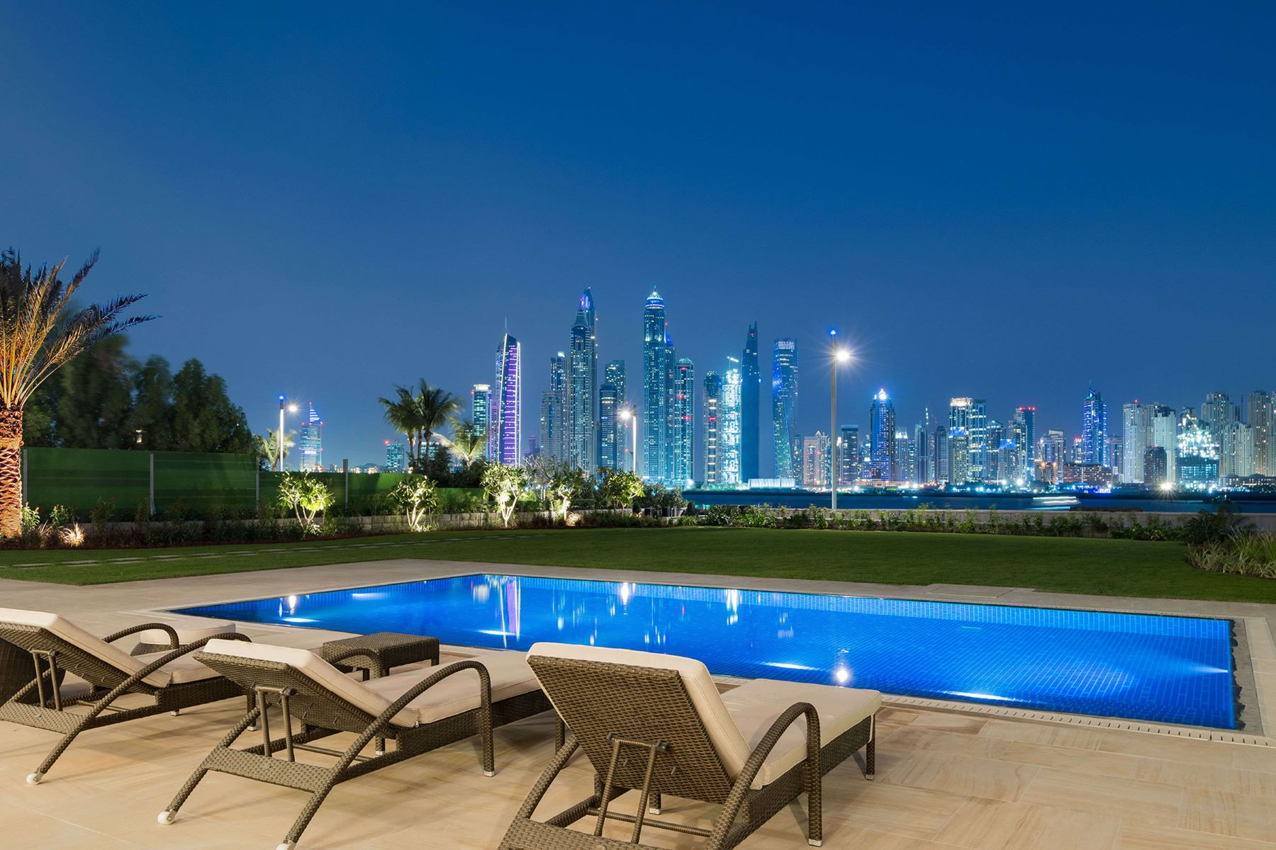 Additional photo for property listing at French-made  Emerald Villa  360-- unobstructed Water Views Dubai, Dubai United Arab Emirates