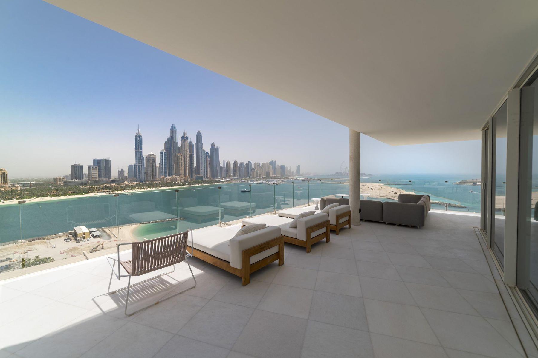 Apartments para Venda às Contemporary 4 Bedroom Beach Penthouse Palm Dubai, Dubai Emirados Árabes Unidos