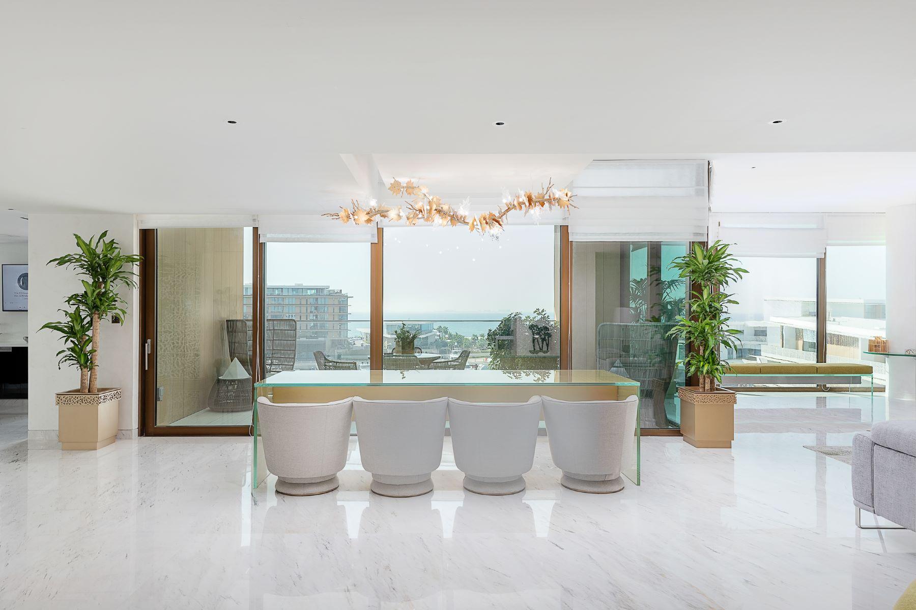 Apartments por un Venta en Unique Five Bedrooms Bulgari Penthouse Dubai, Dubai Emiratos Arabes Unidos