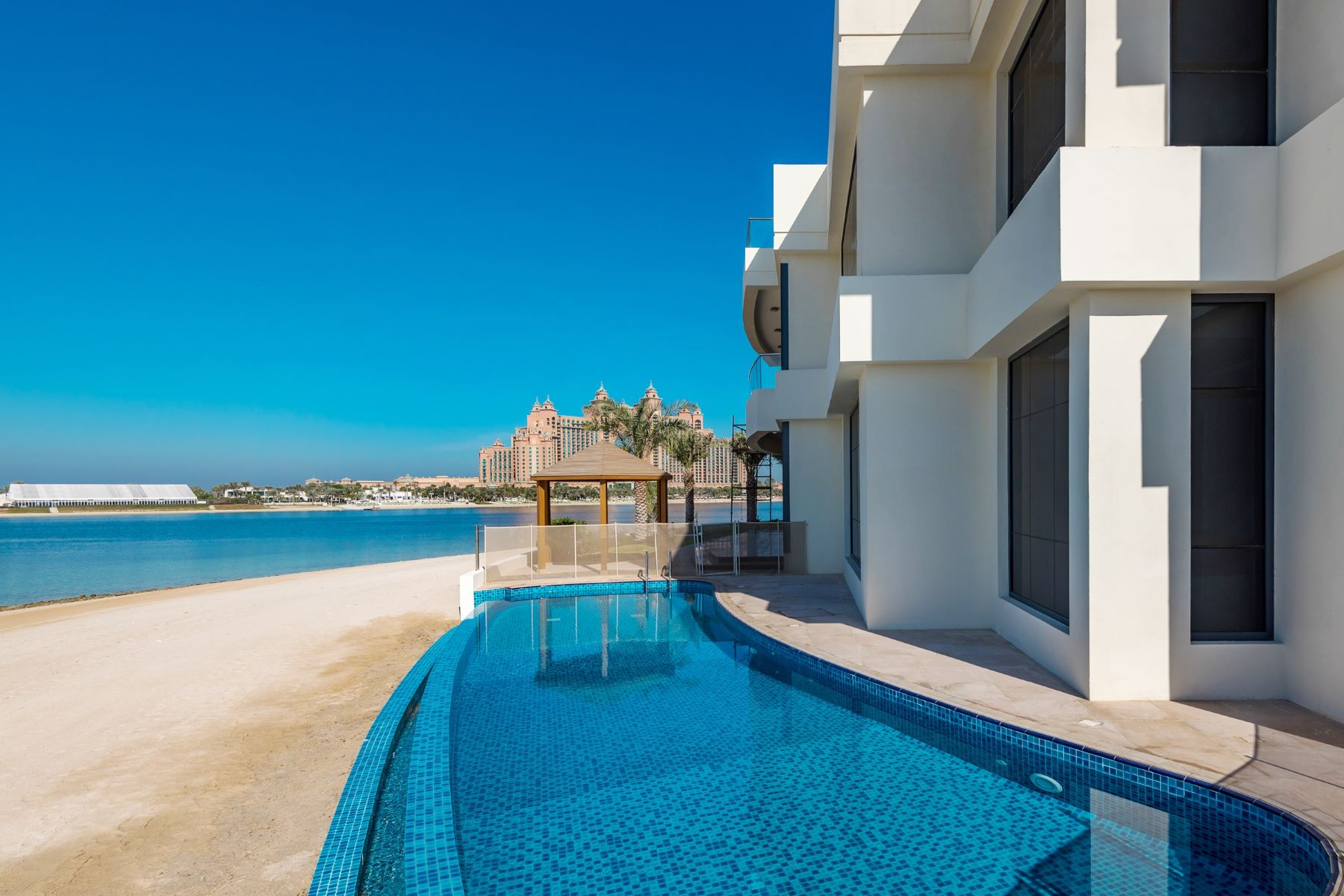 Additional photo for property listing at New Custom Built  5BR villa TIP location Signature Villas Palm Jumeirah Dubai, Dubai 12345 United Arab Emirates