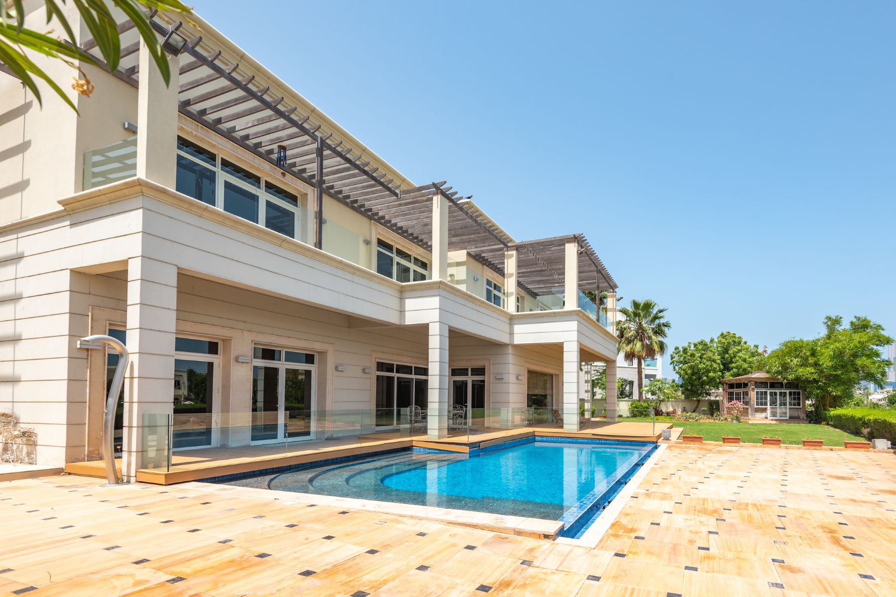 Other Residential Homes 为 销售 在 6 Bedroom Luxury Villa Lake Views 迪拜, 杜拜 阿联酋