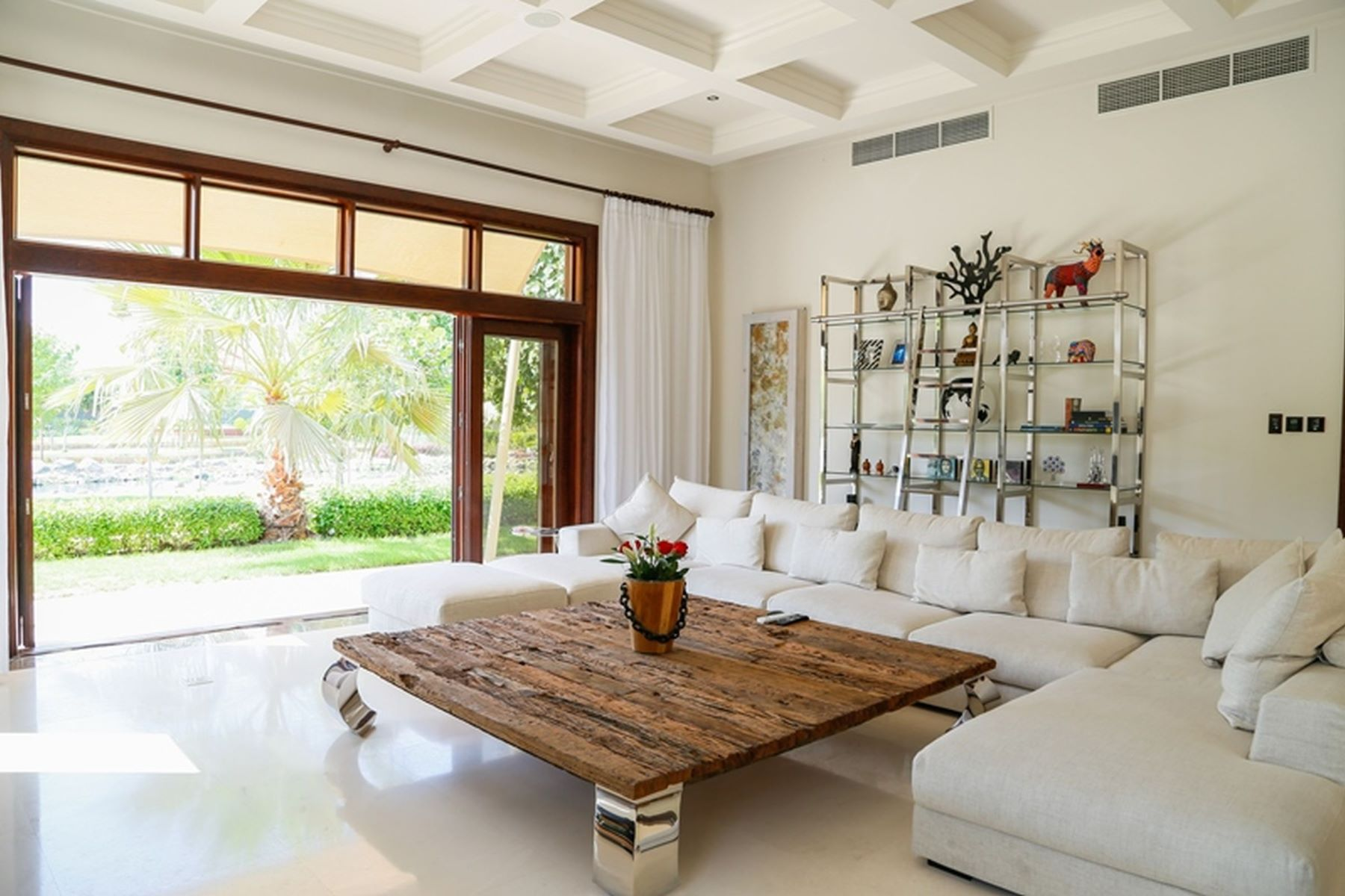 Other Residential Homes 为 销售 在 Beautiful 5 Bed Villa Extended Plot Lake Views 迪拜, 杜拜 阿联酋