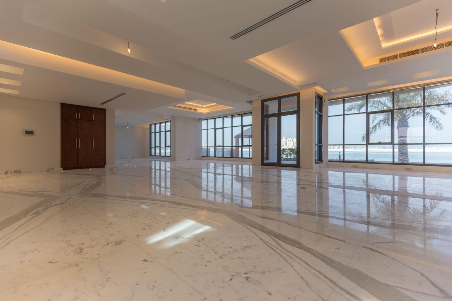 Additional photo for property listing at 4 Villa Compound Bulk Brand New Palm Jumeirah Dubai, Dubai United Arab Emirates