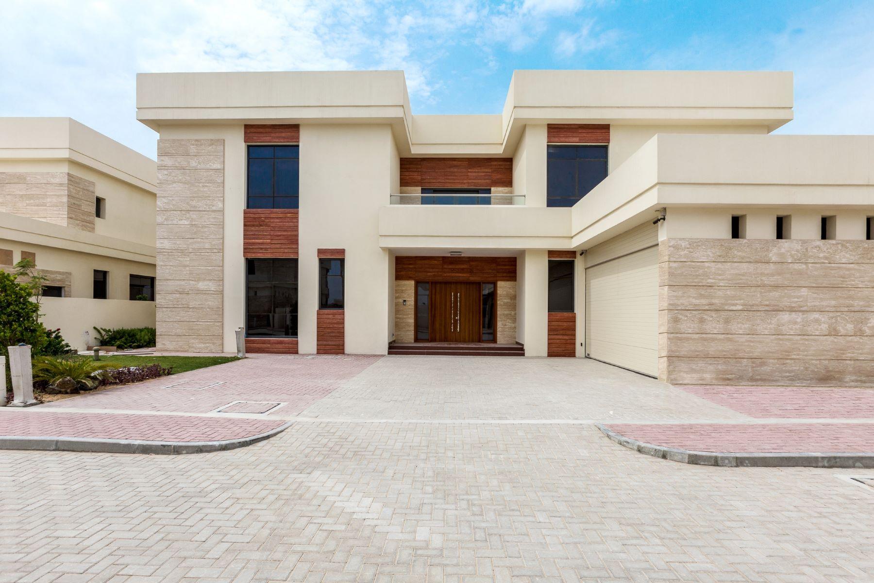 Additional photo for property listing at VIP Frond  4 Luxury Villas Tip Location Dubai, Dubai United Arab Emirates
