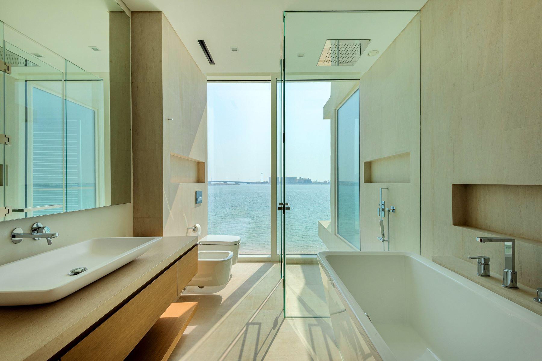 Additional photo for property listing at Brand New Modern Design Villa Signature Villas Palm Jumeirah Dubai, Dubai 12345 United Arab Emirates