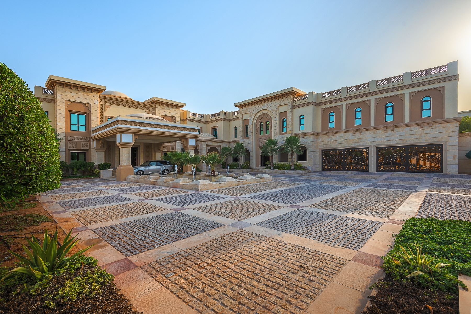 Other Residential Homes для того Аренда на Stunning 8 Bedrooms Emirates Hills Palace Dubai, Дубай Объединенные Арабские Эмираты