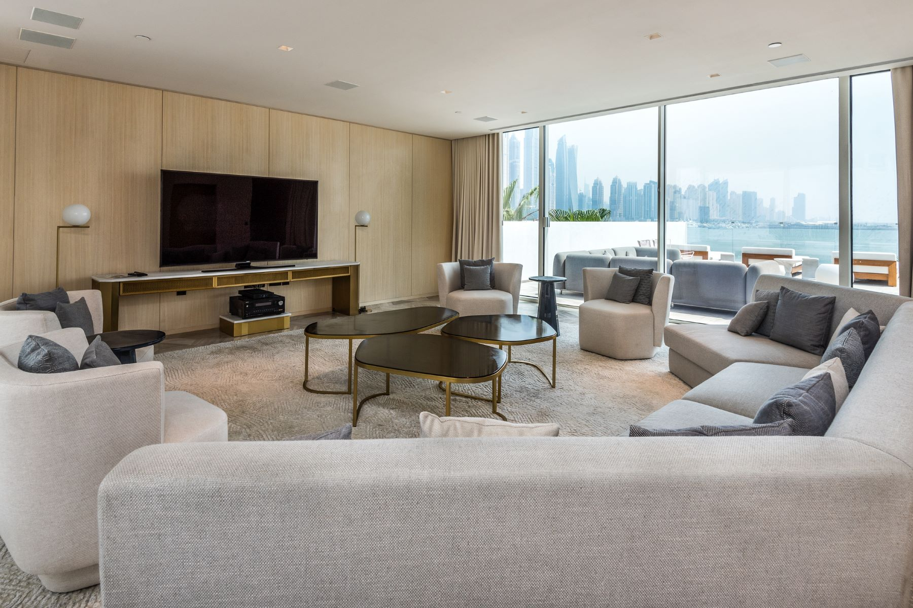 Other Residential Homes para Venda às Grand Luxury Villa Beachfront Living Dubai, Dubai Emirados Árabes Unidos