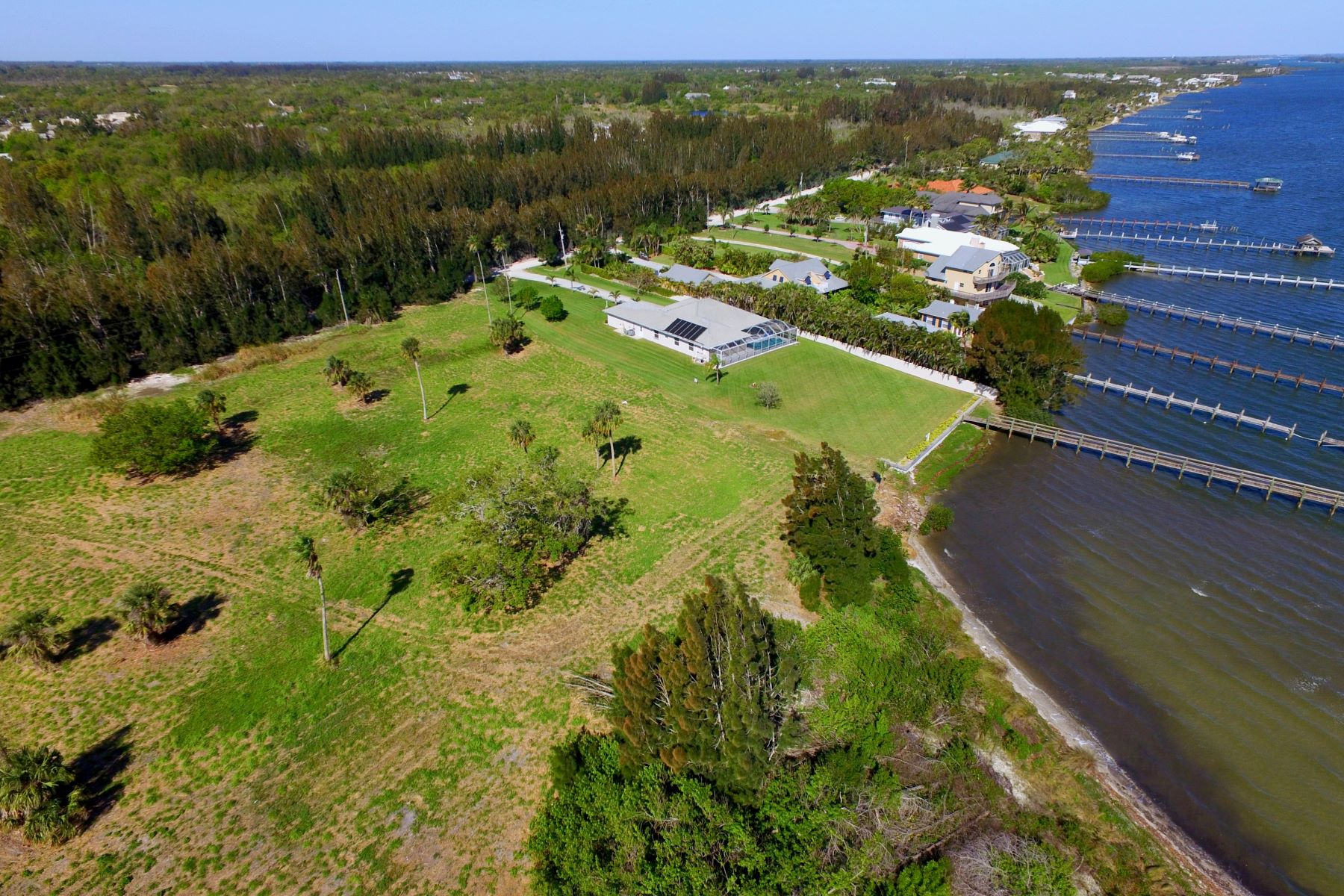Property per Vendita alle ore Rarely Available Intracoastal Front Property! 8780 44th Avenue Sebastian, Florida 32958 Stati Uniti