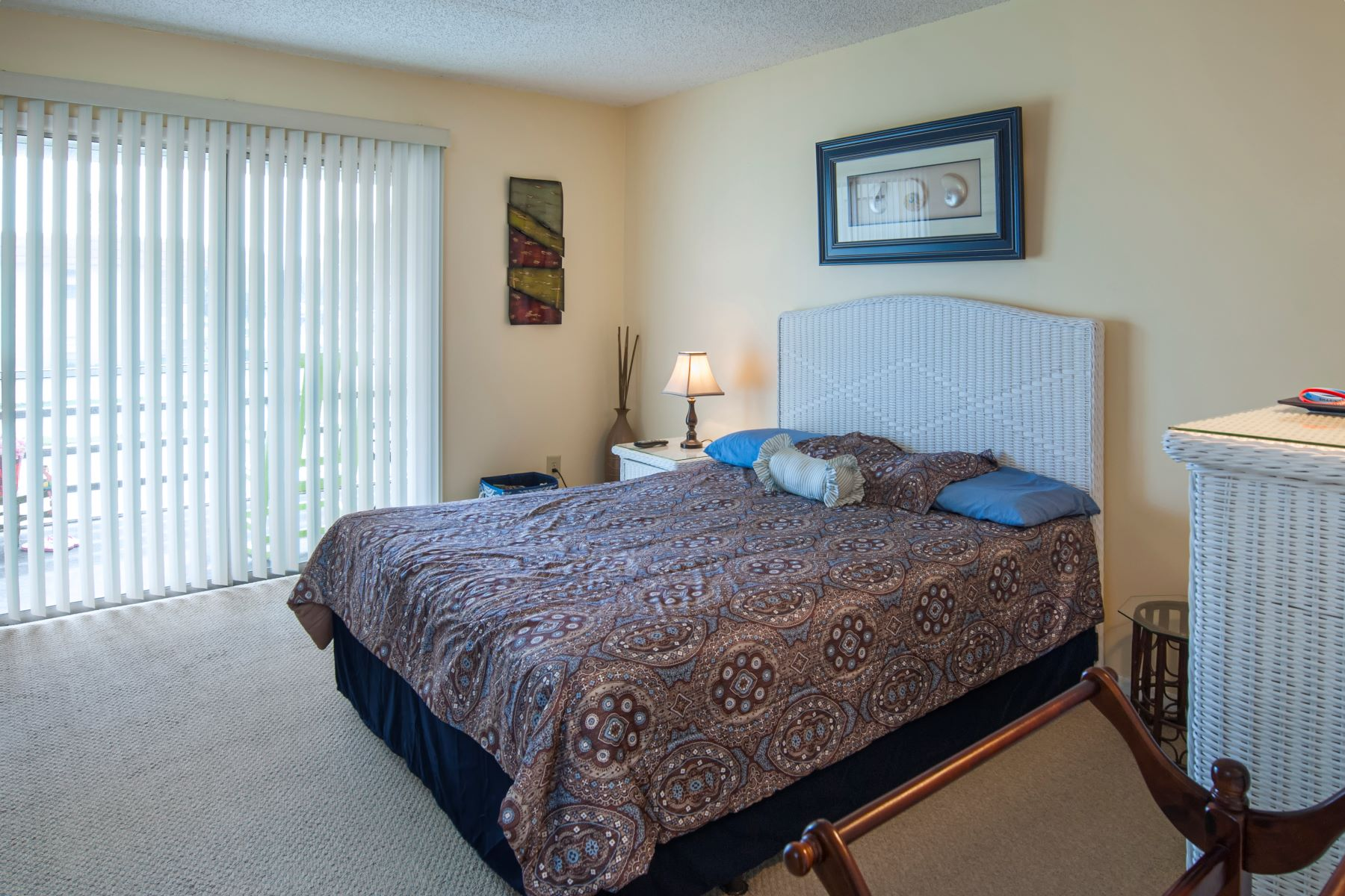 Additional photo for property listing at Cute One Bedroom Condo with Golf Course Views 76 Royal Oak Drive 204 Vero Beach, Florida 32962 United States