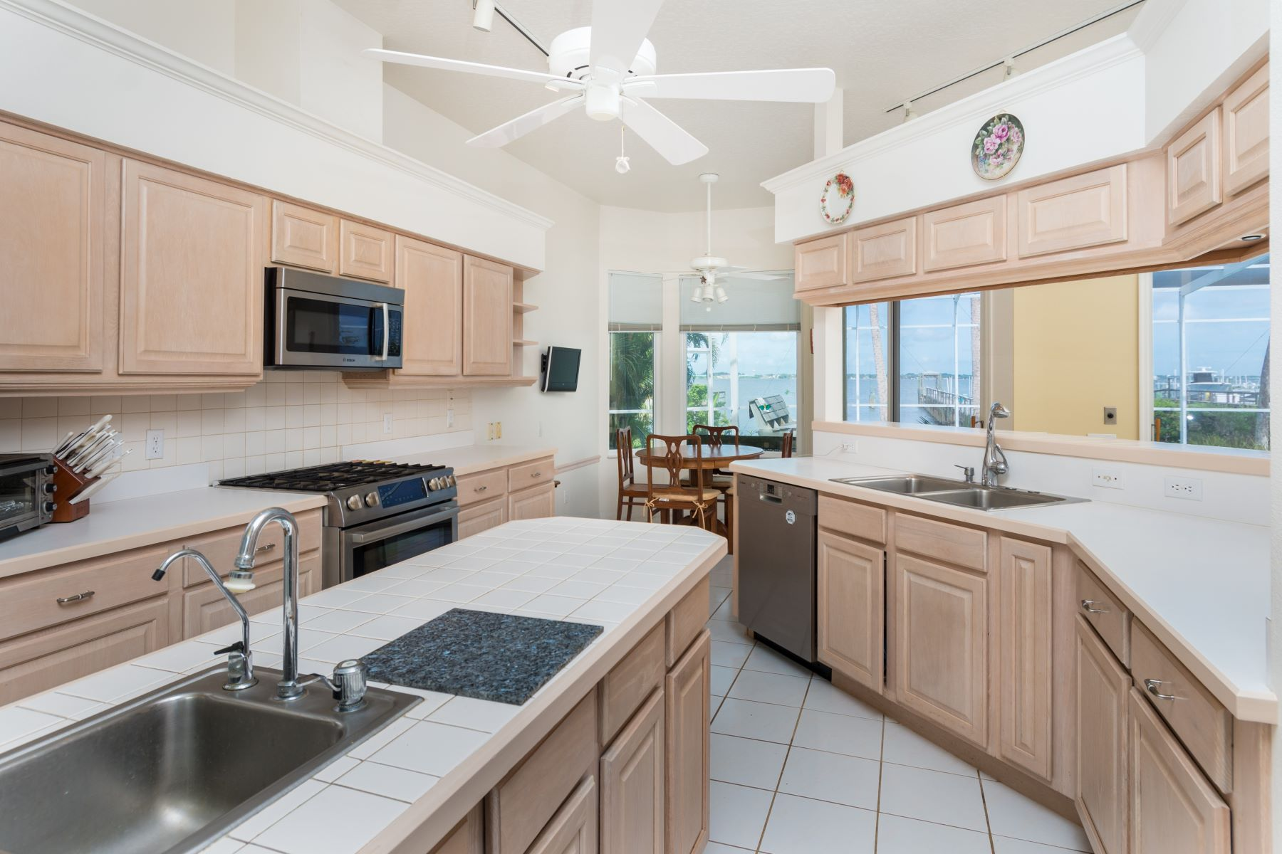 Additional photo for property listing at Spacious Direct Riverfront Home 247 Seaview Street NULL Melbourne Beach, Florida 32951 United States