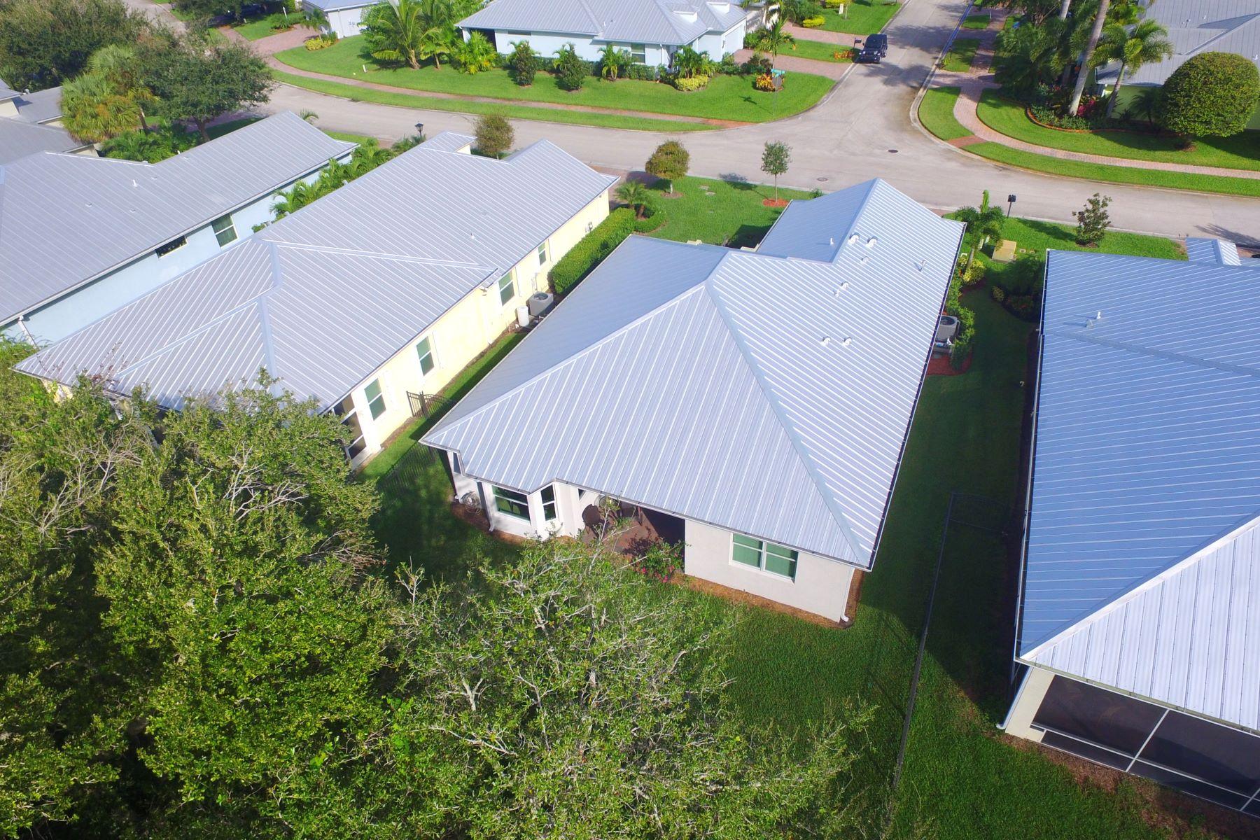 Single Family Homes 為 出售 在 Immaculate Two Bedroom Plus Den Bimini Model 443 11th Square Sw Vero Beach, 佛羅里達州 32962 美國