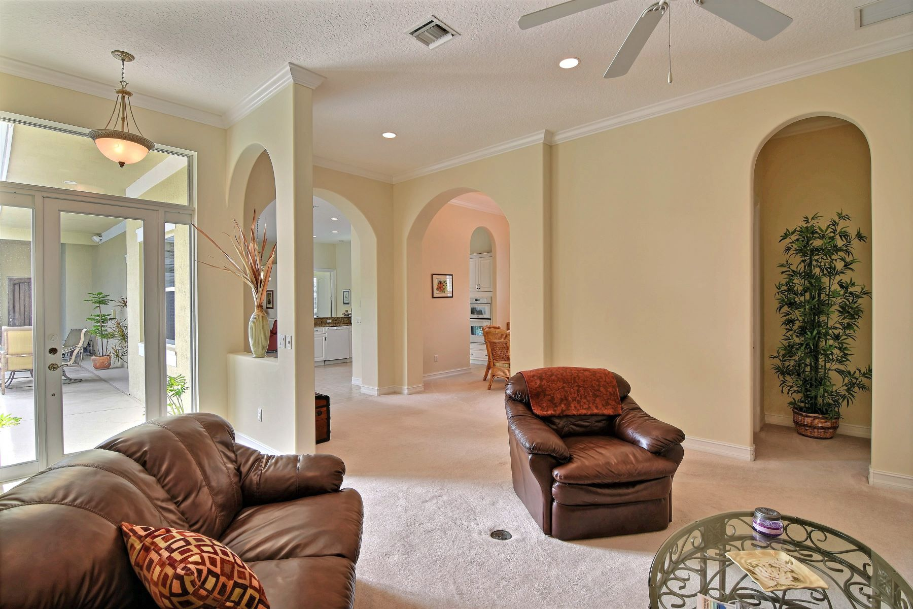 Additional photo for property listing at Four Bedroom Courtyard Pool Home 1025 Riverwind Circle Vero Beach, Florida 32967 United States