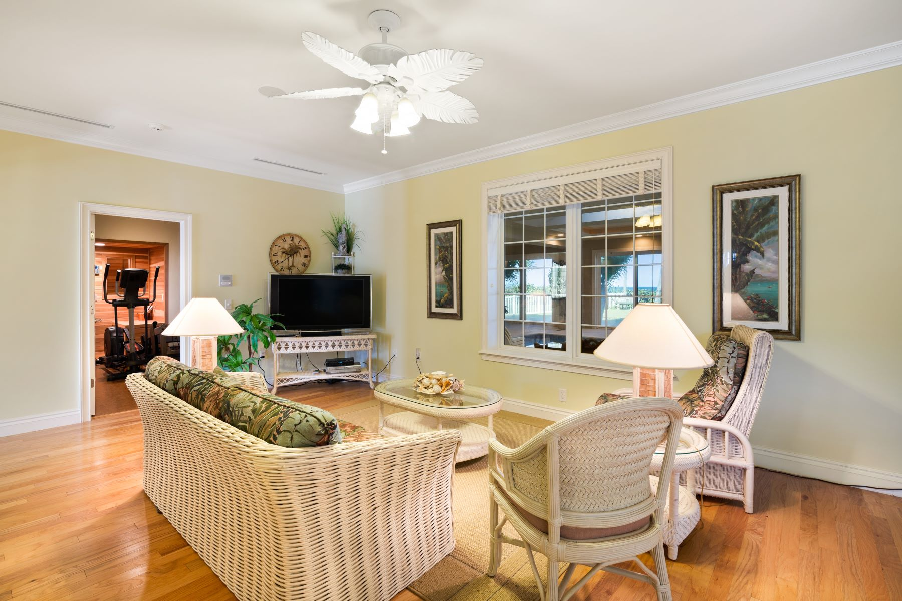 Additional photo for property listing at Gorgeous Tropically Landscaped Home with Endless Ocean Vistas 5045 S Highway A1A Melbourne Beach, フロリダ 32951 アメリカ