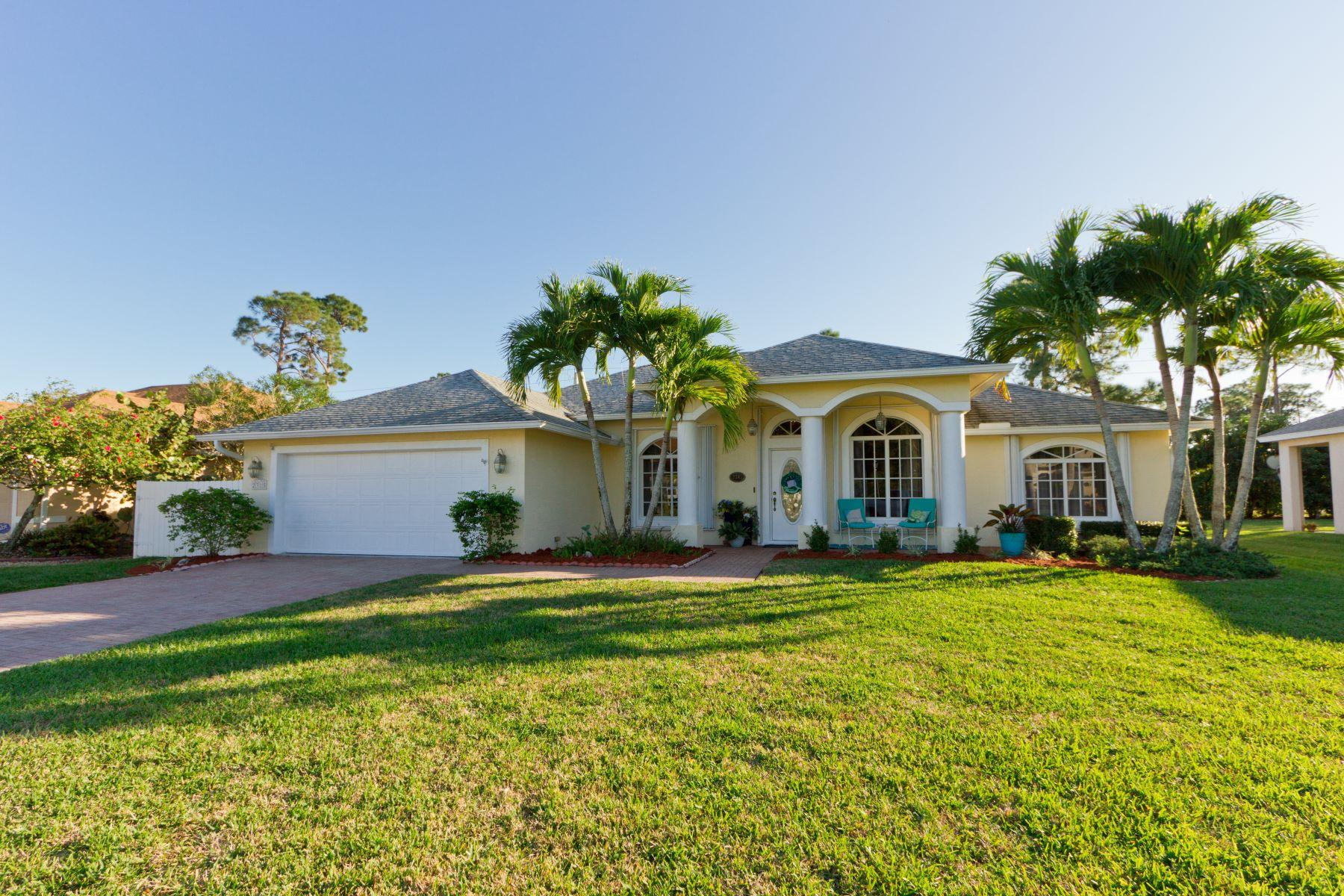 Single Family Homes voor Verkoop op Beachy Chic Renovated Pool Paradise! 2315 4th Lane Sw Vero Beach, Florida 32962 Verenigde Staten