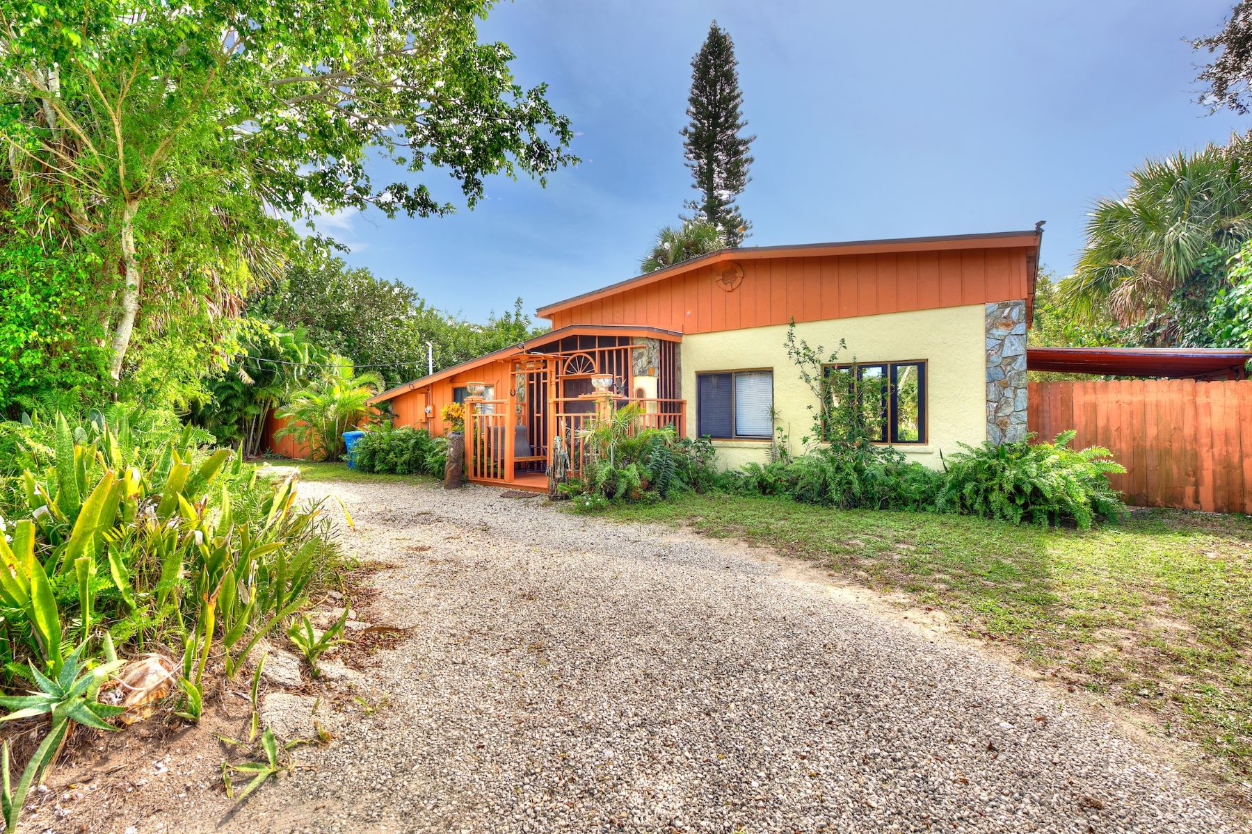 Additional photo for property listing at Vintage Home Along Desirable Sunset Boulevard 523 Sunset Boulevard NULL Melbourne Beach, Florida 32951 United States