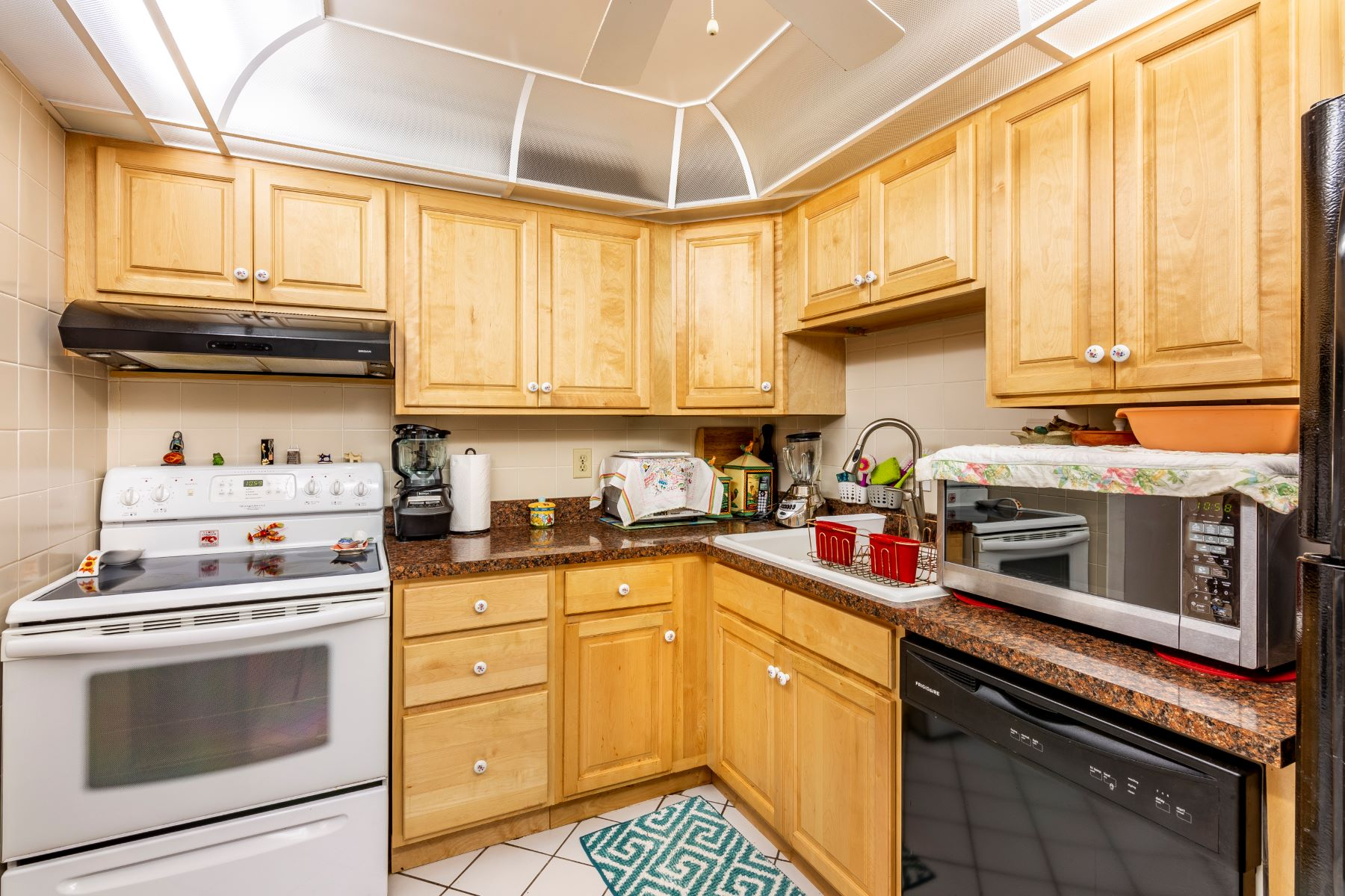 Additional photo for property listing at Desirable Fully Furnished Condo 2700 N Highway A1A 5-104 Indialantic, Florida 32903 United States
