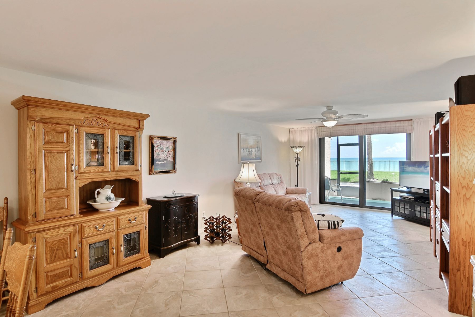 Direct Oceanfront Opulent Pet Friendly Three Bedroom with Garage 4800 Highway A1A #116 NULL Vero Beach, Florida 32963 Förenta staterna