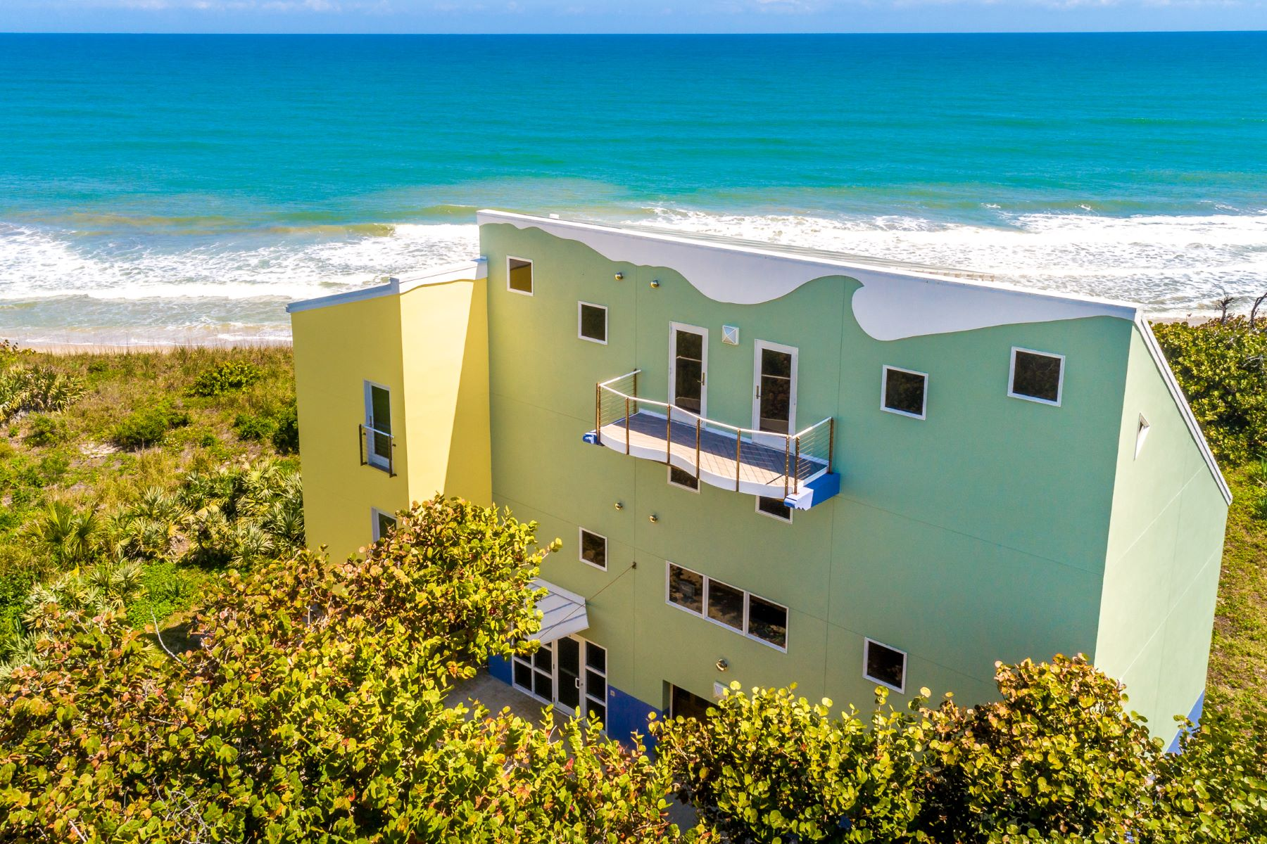 Additional photo for property listing at Spectacular Oceanfront Home Bordering Nature Preserve. 4515 S Highway A1A Melbourne Beach, Florida 32951 Förenta staterna