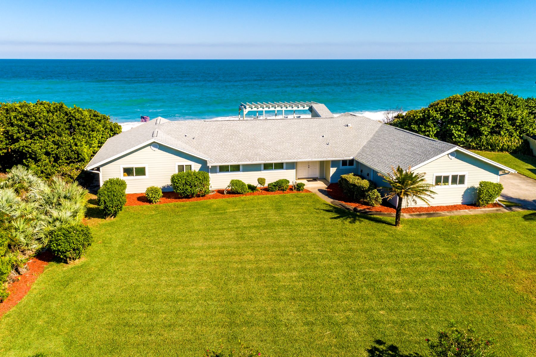 Property para Venda às Incredible Oceanfront Property with Over 135' of Direct Ocean frontage 3785 S Highway A1A Melbourne Beach, Florida 32951 Estados Unidos