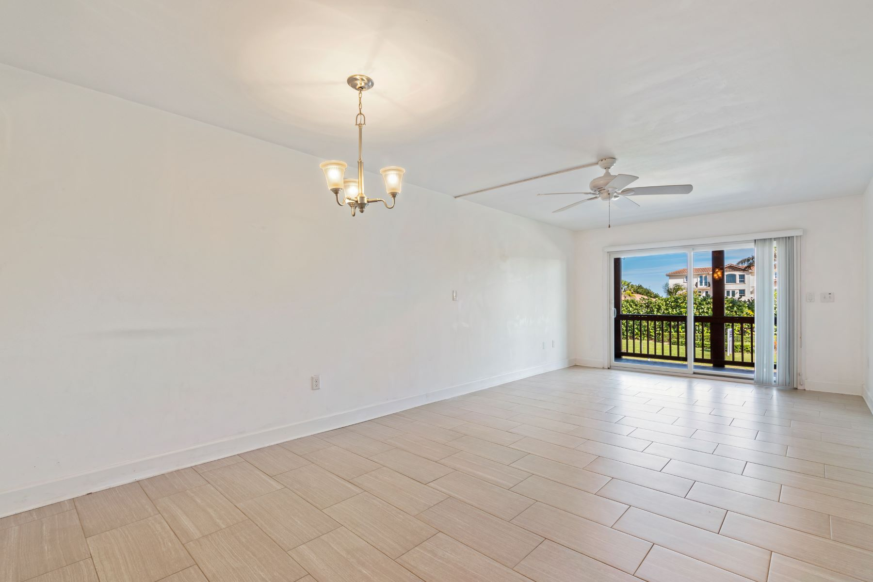Additional photo for property listing at Great Condo located in Small, Quaint Complex 1318 S Miramar Avenue 203 Indialantic, Florida 32903 United States