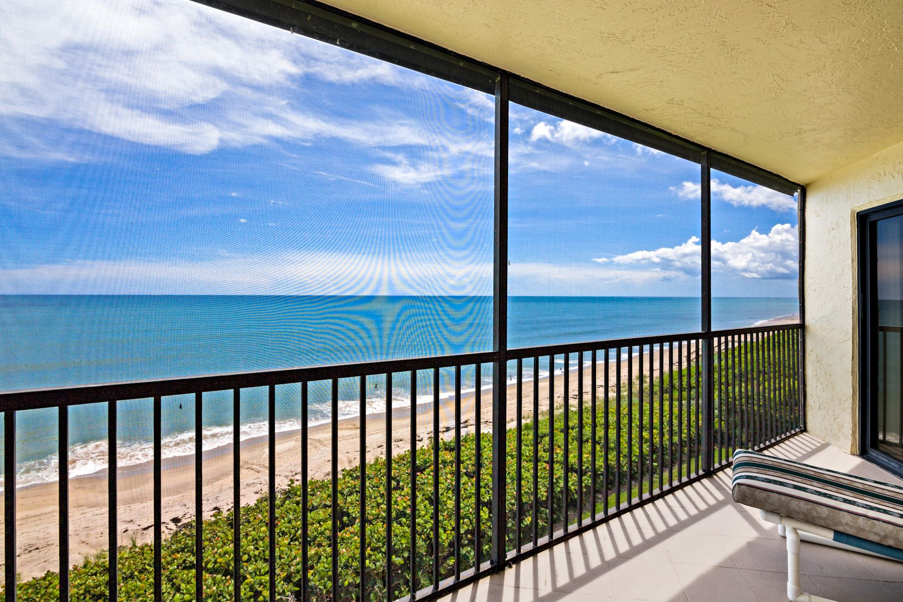 Condominiums 용 임대 에 Immaculate Oceanfront Condo 6309 S Highway A1A 342 Melbourne Beach, 플로리다 32951 미국